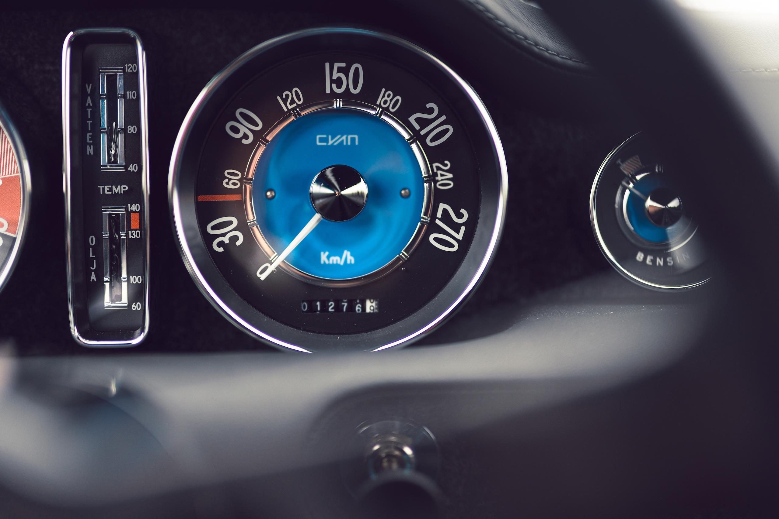 CYAN RACING P1800 gauge detail