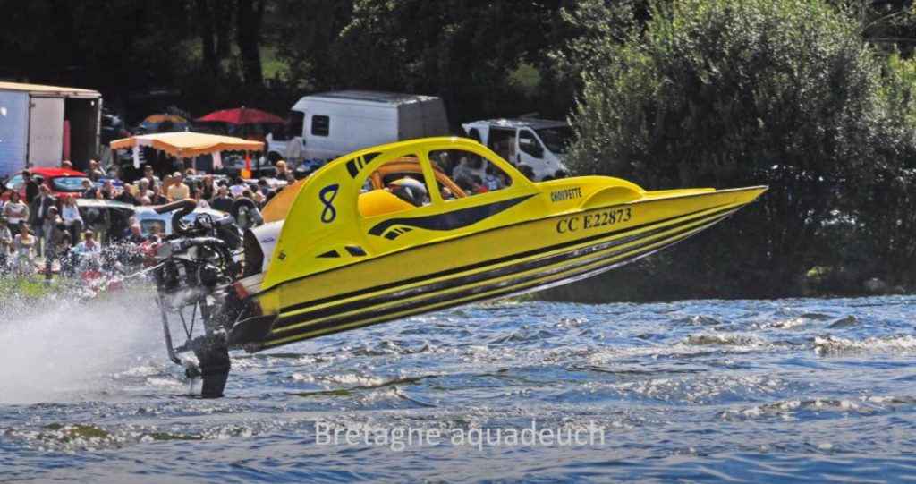 Citroën boat - Aquadeuch video yellow boat gets air