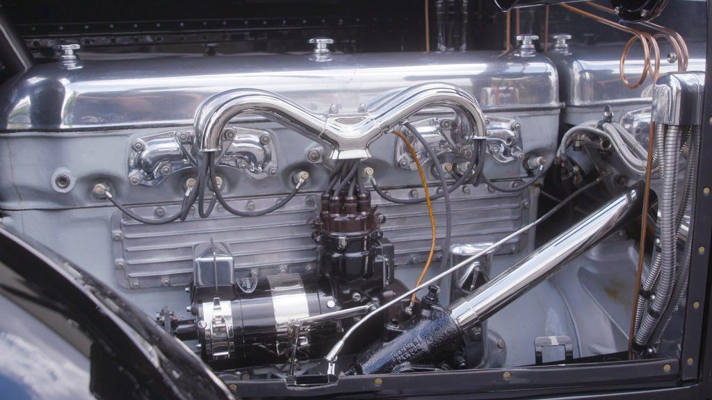 HVA - 1921 Duesenberg - Driving Experience - Close-up Straight Eight engine