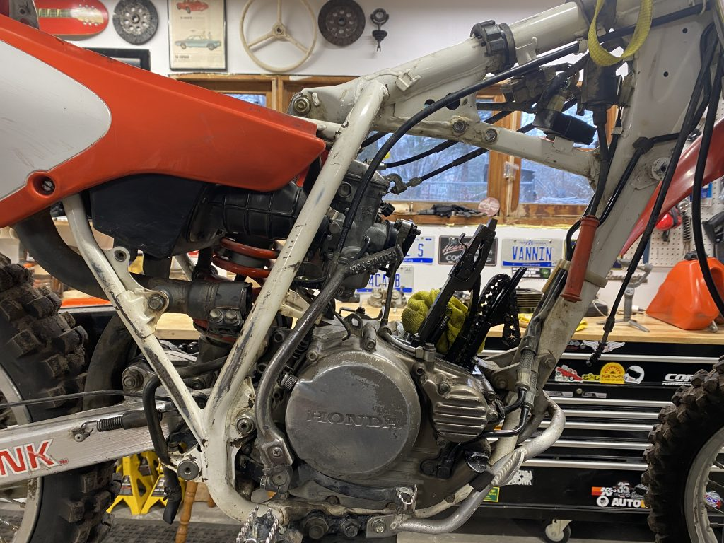 Honda XR250 with cylinder and head removed