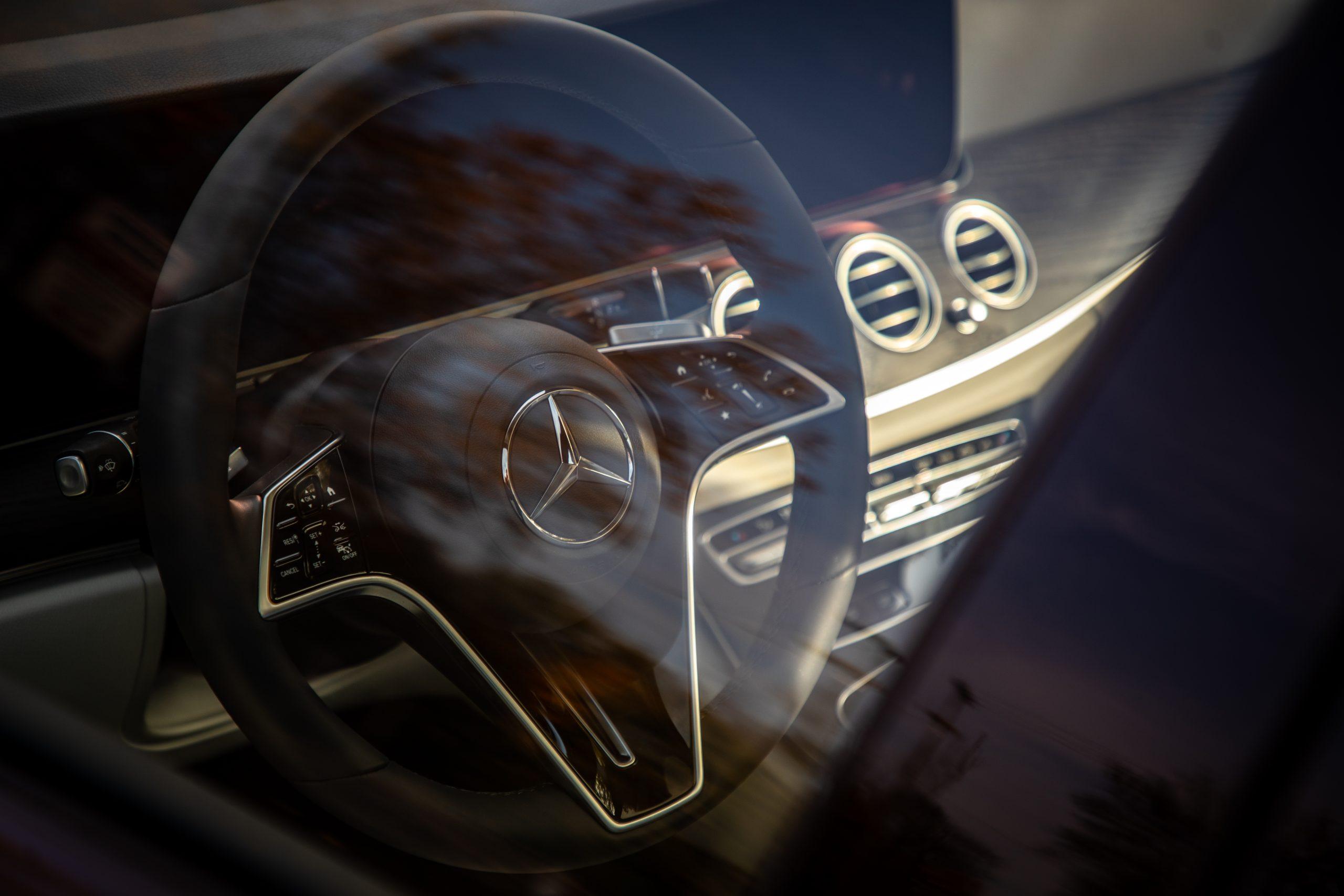 2021 Mercedes Benz E 450 4MATIC steering wheel