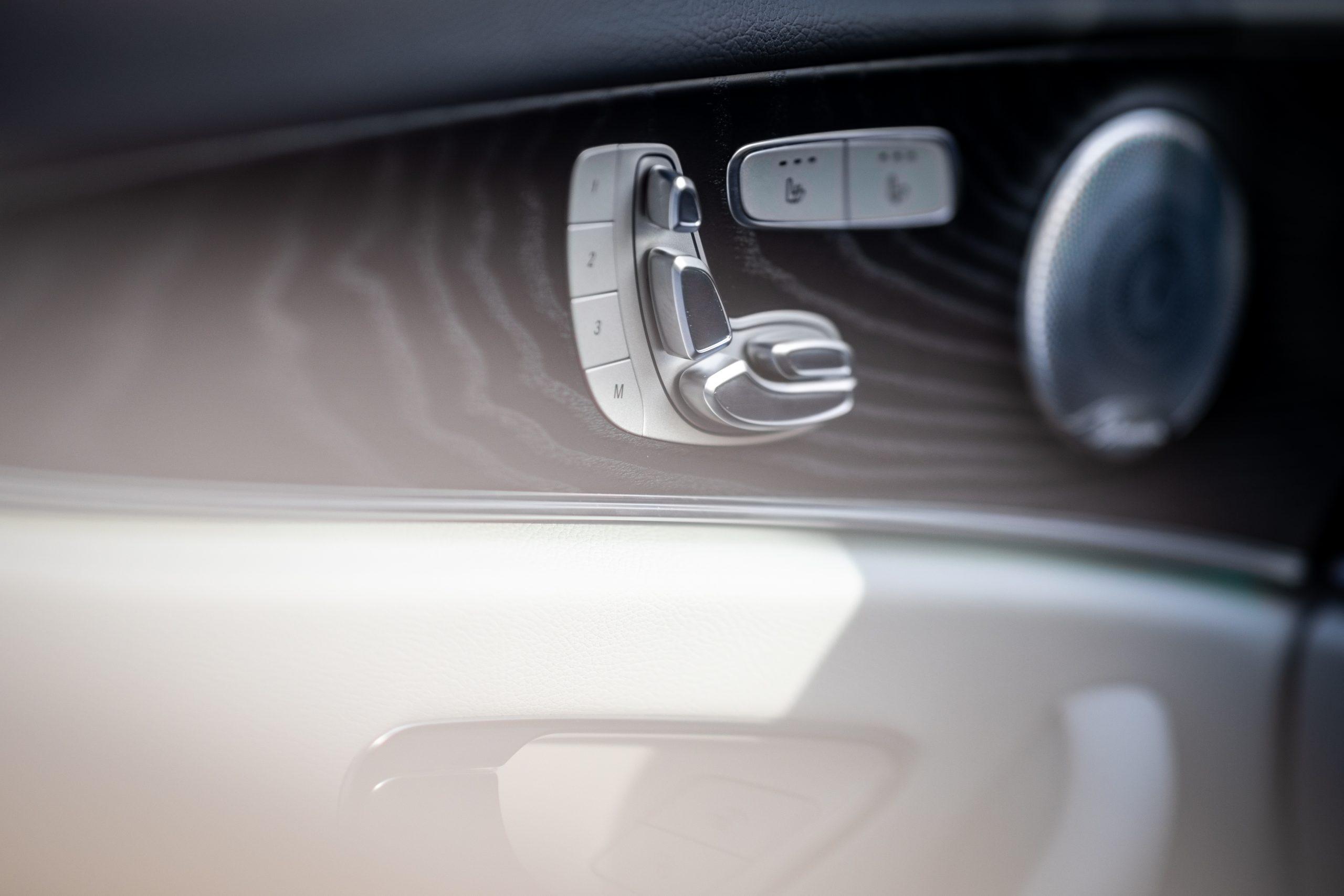 2021 Mercedes Benz E 450 4MATIC seat button control