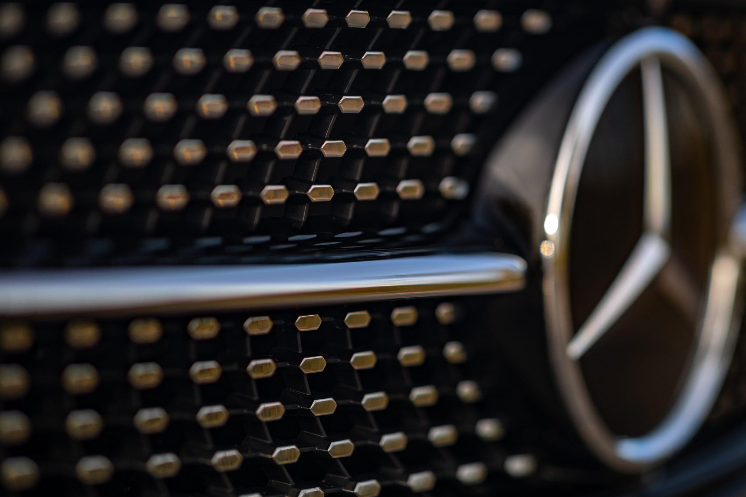 2021 Mercedes Benz E 450 4MATIC front grille texture detail