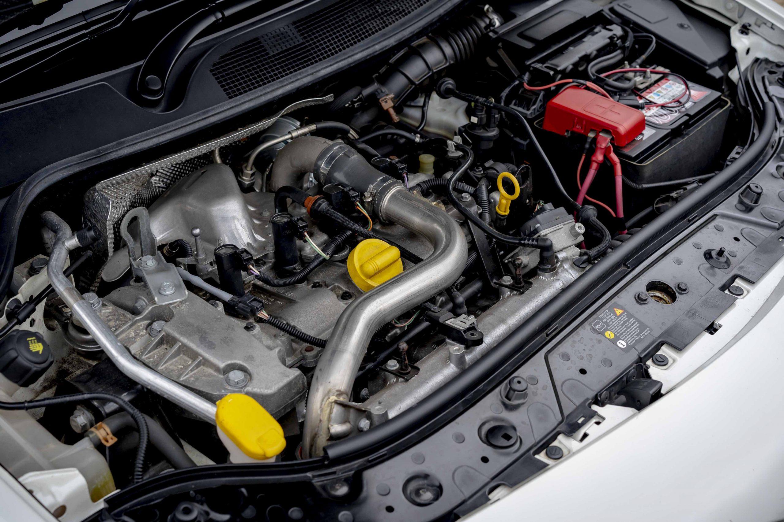 renault megane r26r engine bay detail