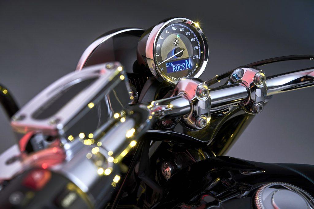 BMW r18 speedometer gauge