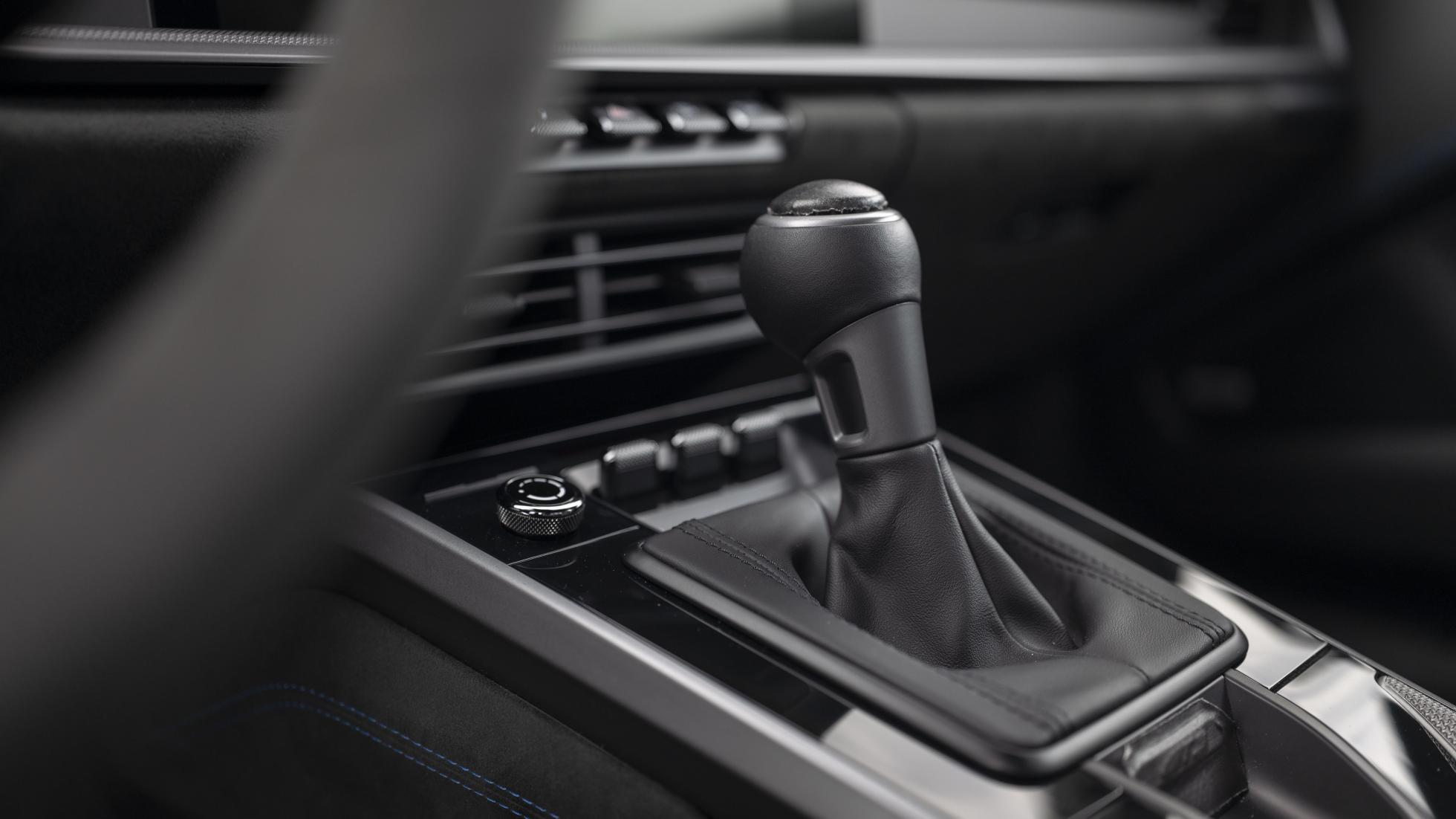 Porsche-911-GT3-RS-gear-lever