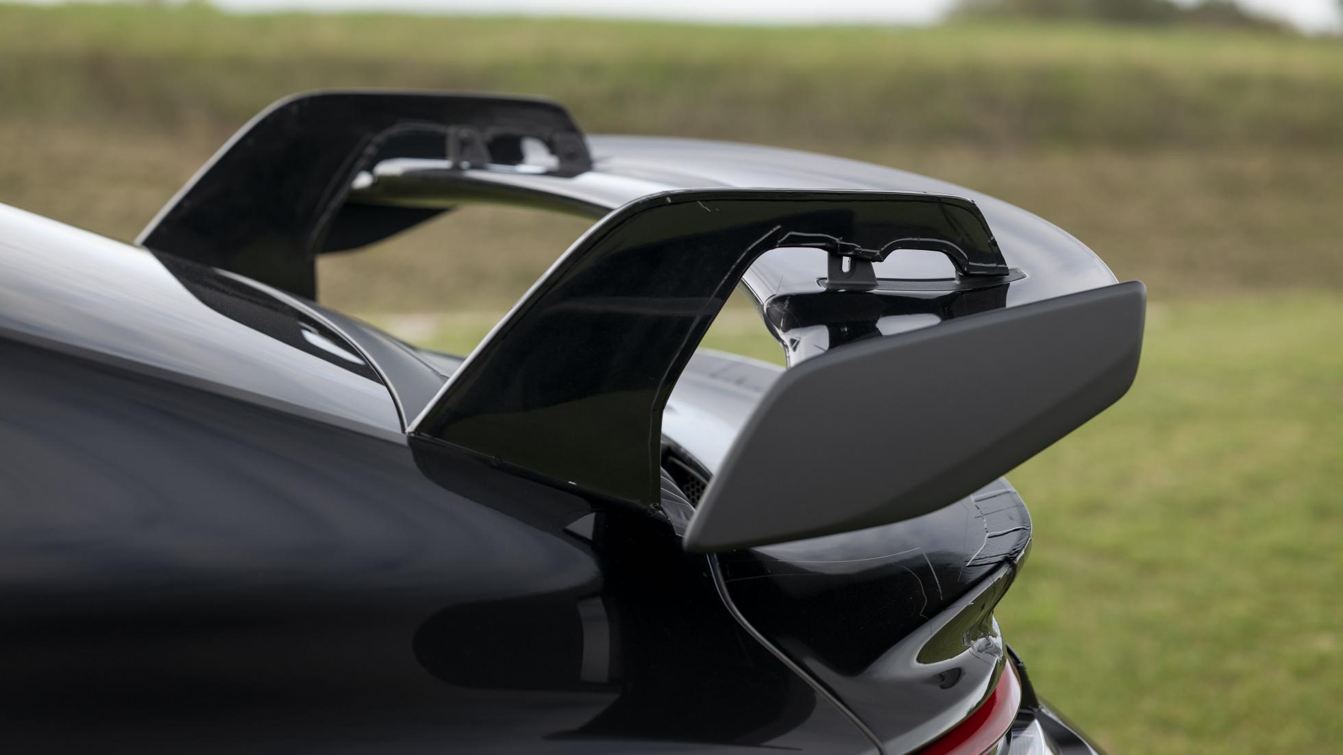 Porsche-911-GT3-RS-wing