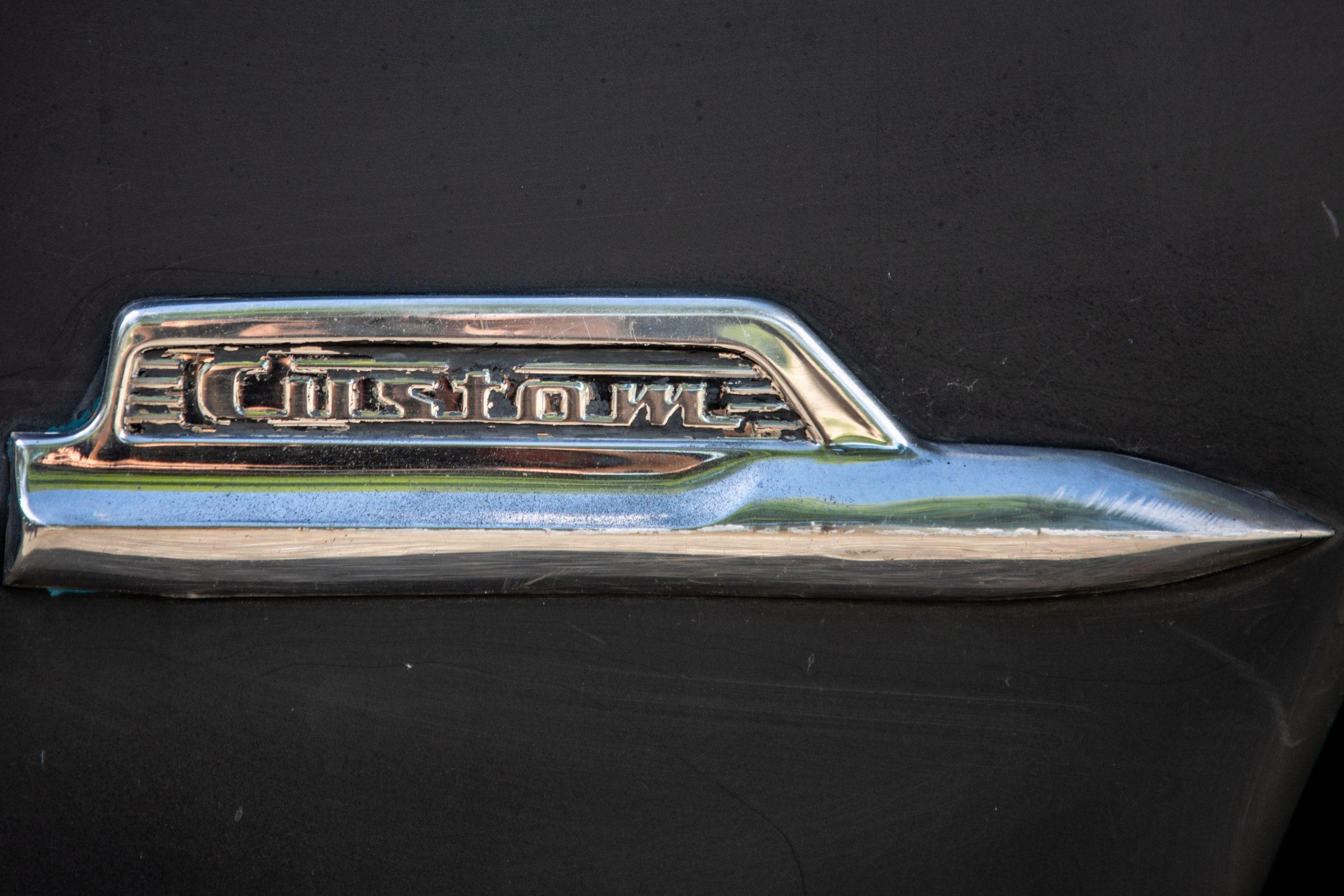 shoebox ford badging detail
