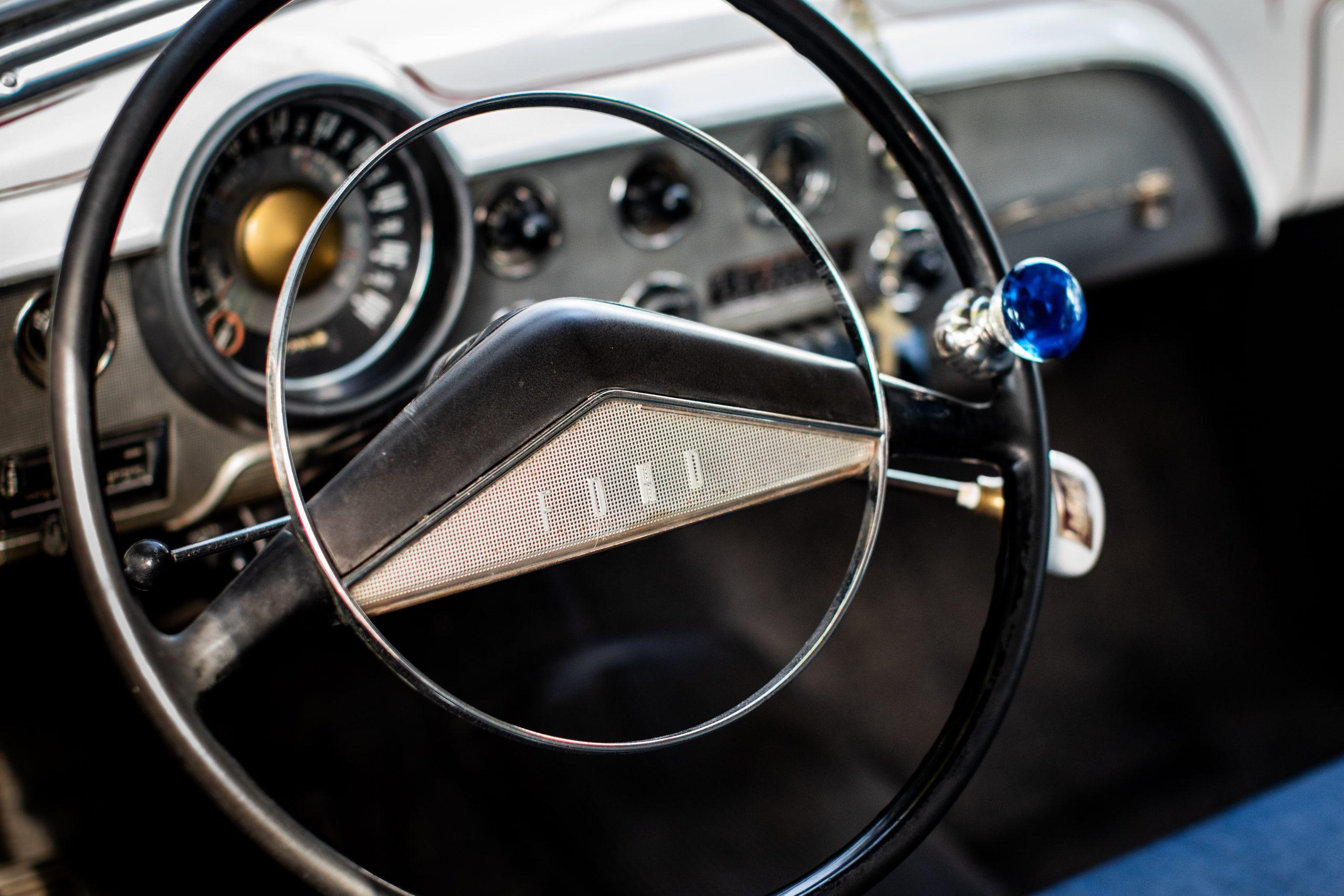 shoebox ford dash wheel detail