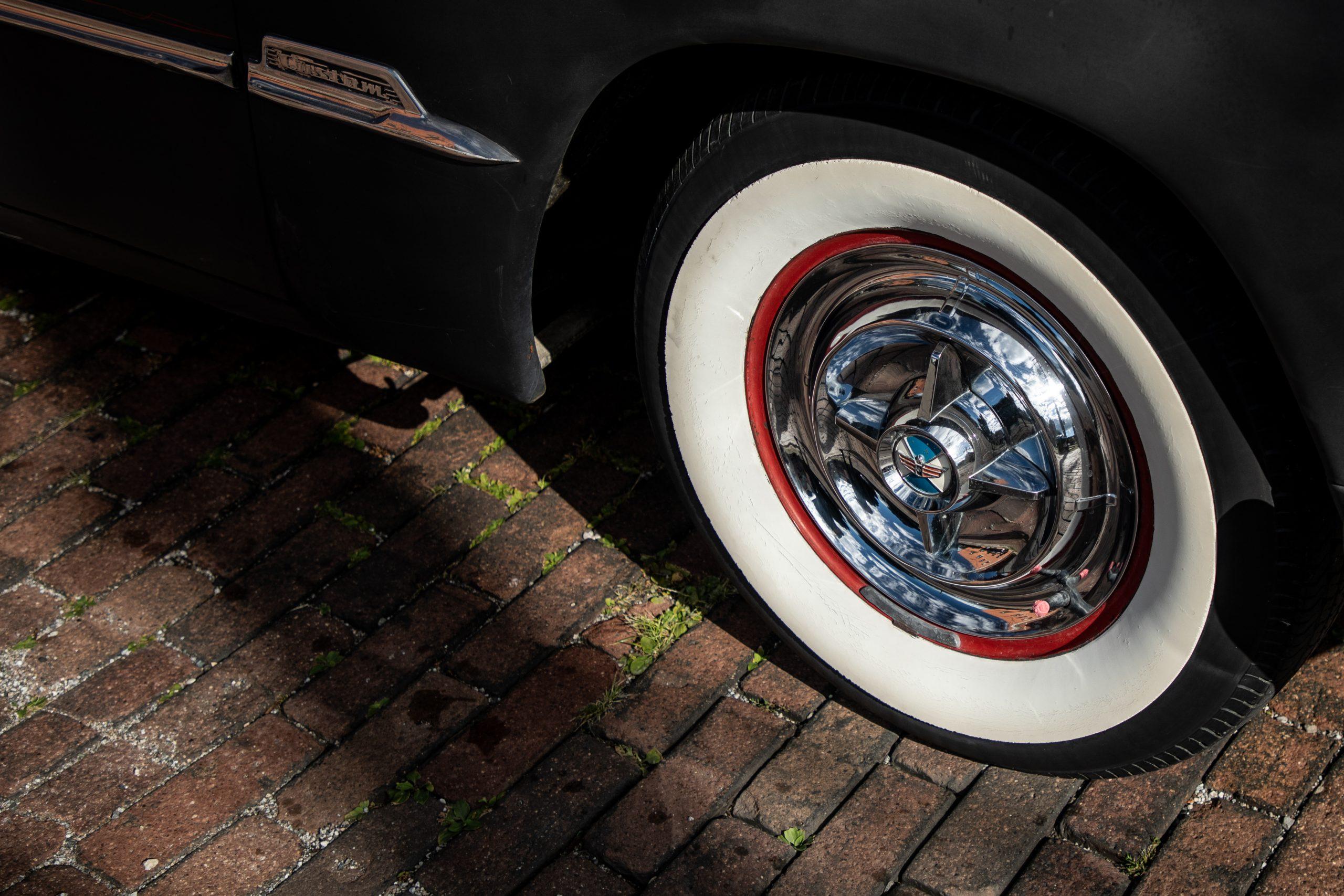 shoebox ford wheel detail