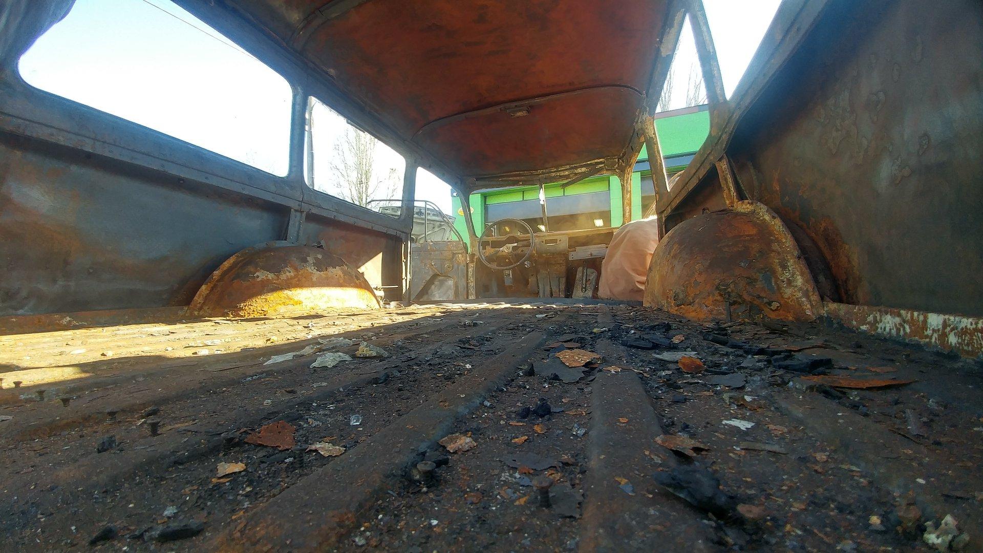 kirby family paradise volvo interior rust burn detail