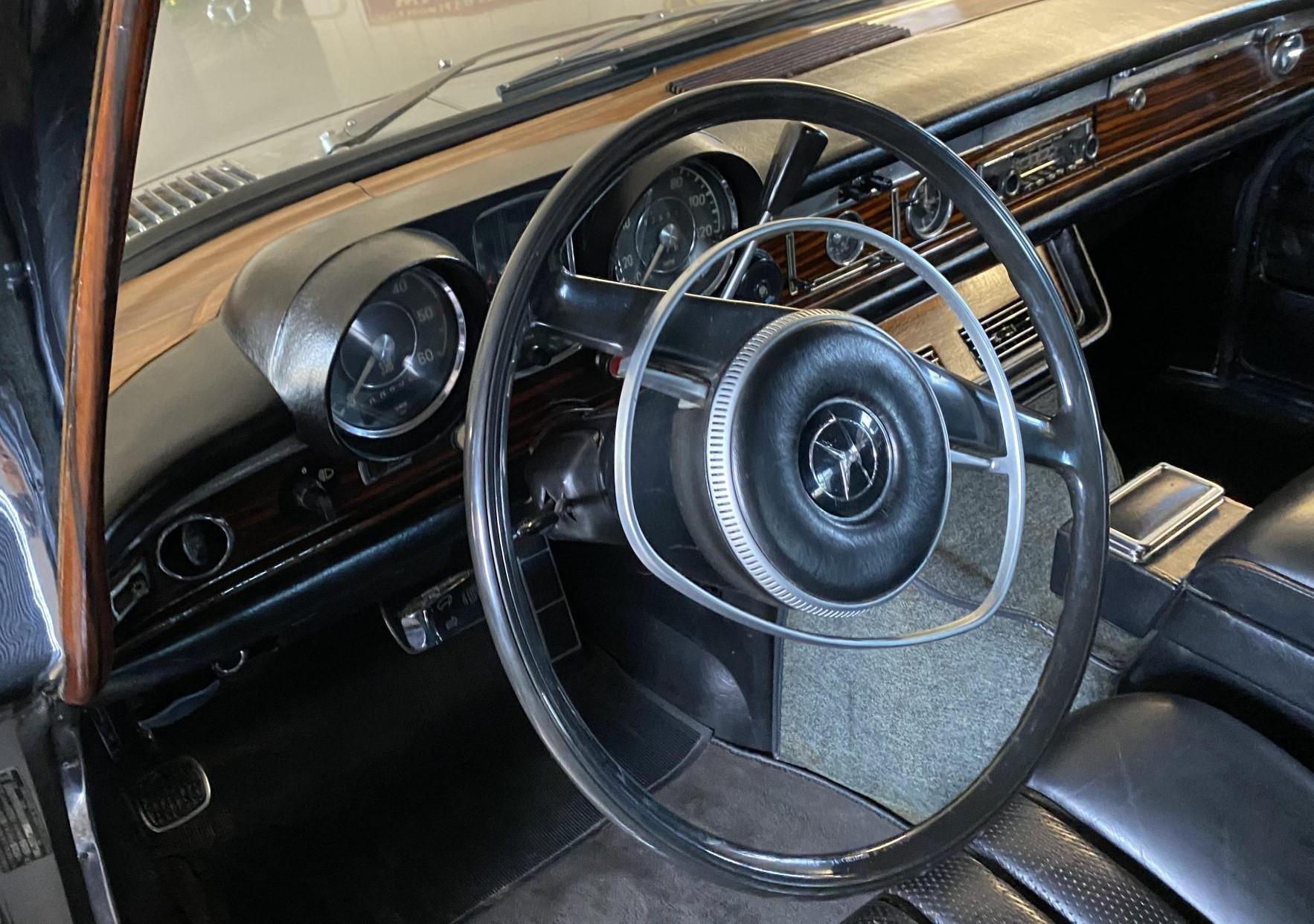 1969 Mercedes-Benz 600 Elvis car interior steering wheel