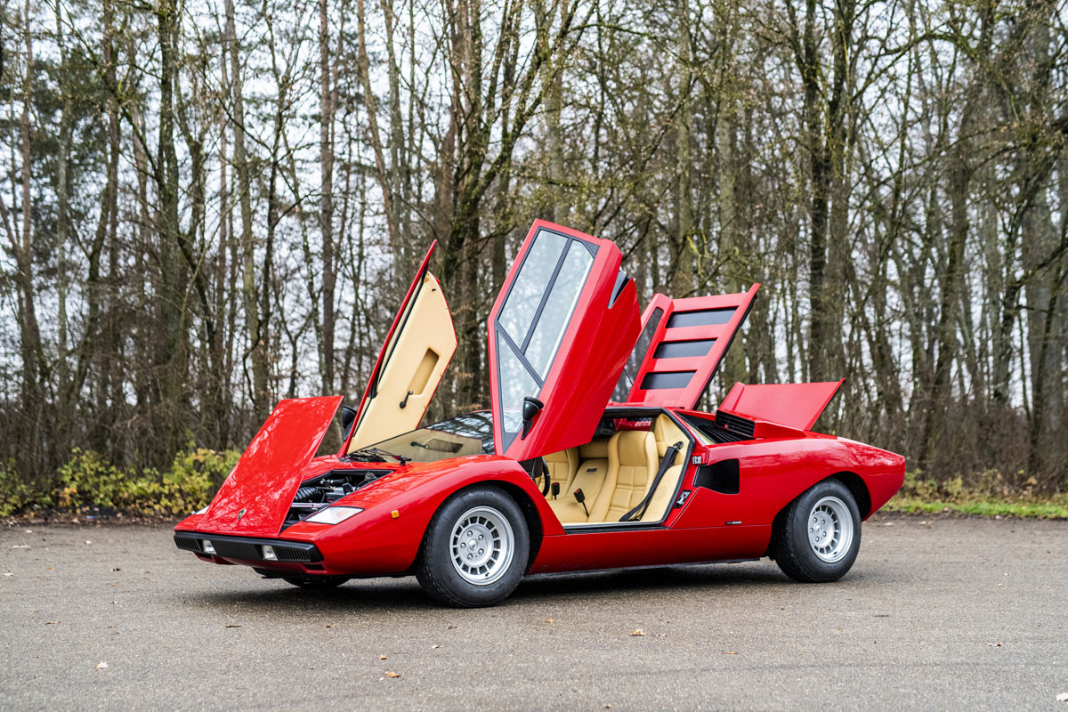 1977 Lamborghini Countach LP400 Periscopio front three-quarter opened