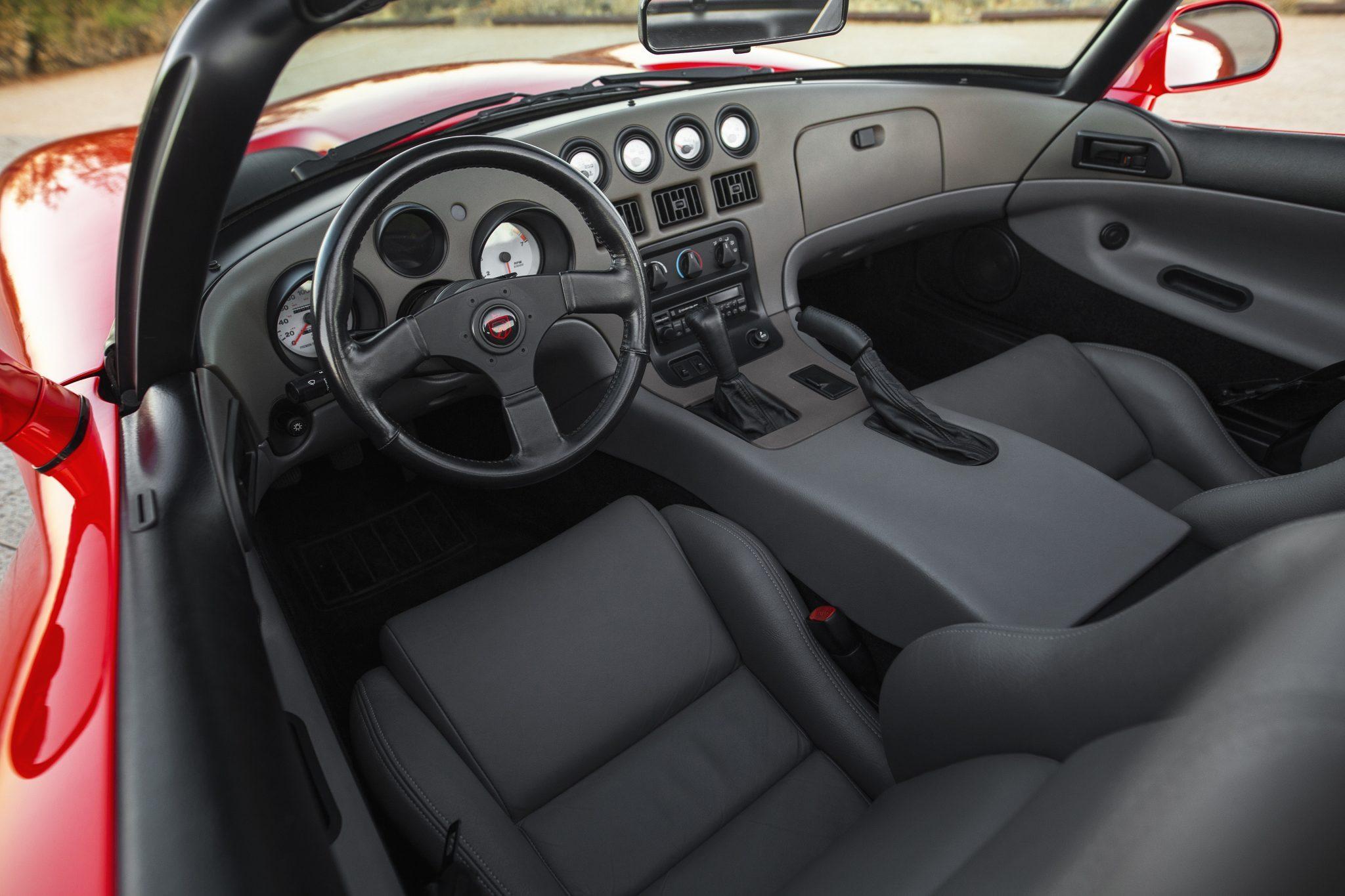1992 Dodge Viper RT-10 interior