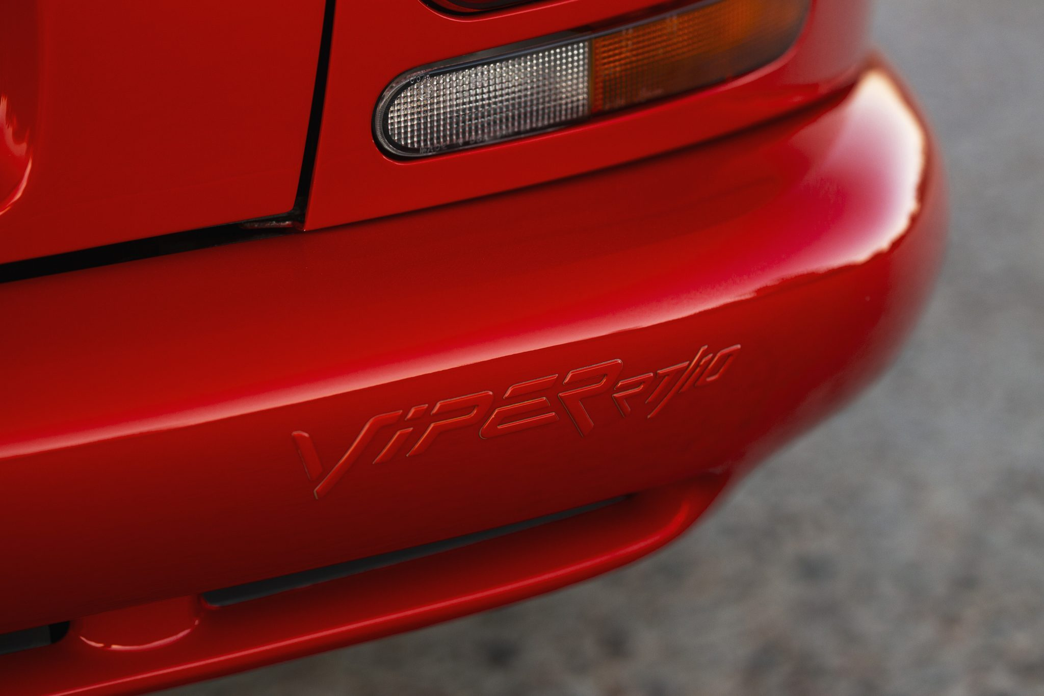 1992 Dodge Viper RT-10 rear bumper lettering