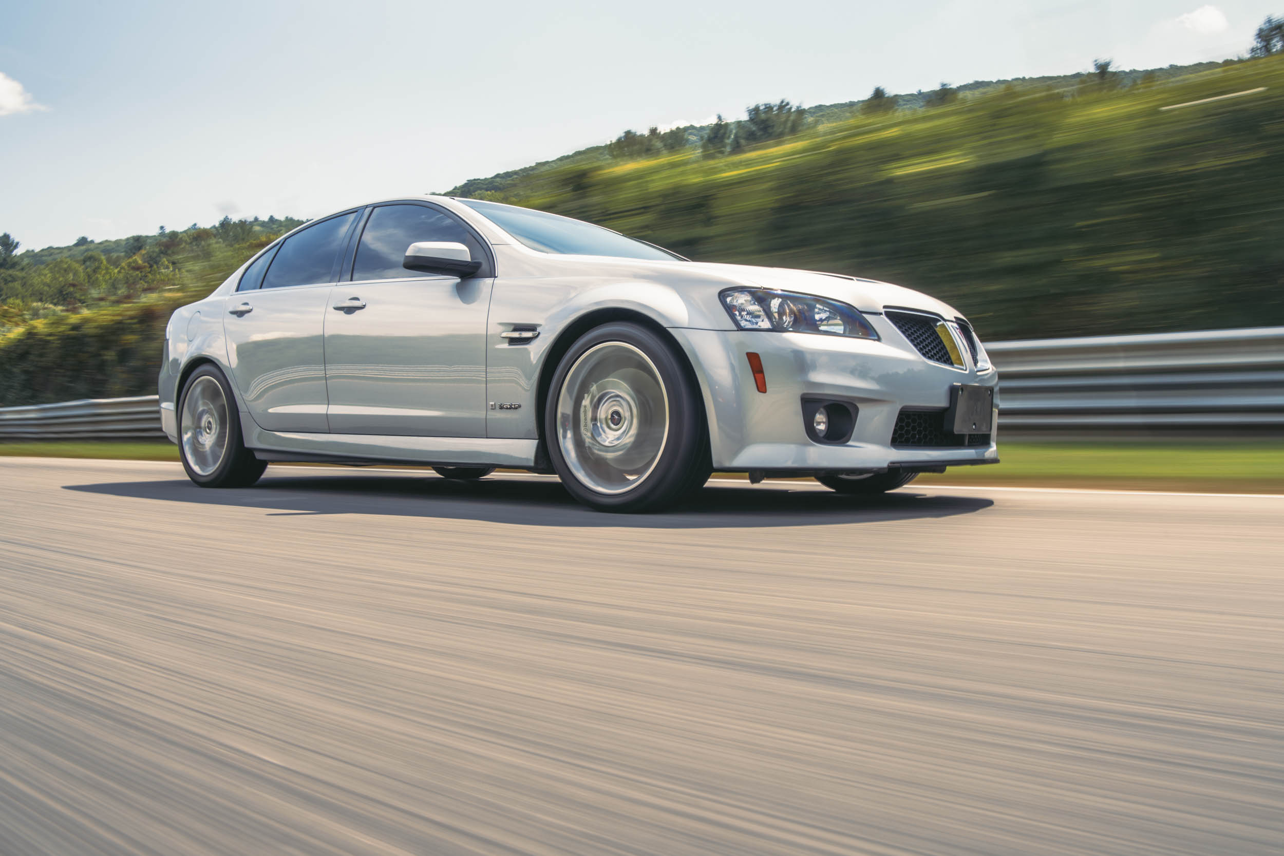 pontiac g8 gxp front three-quarter dynamic action