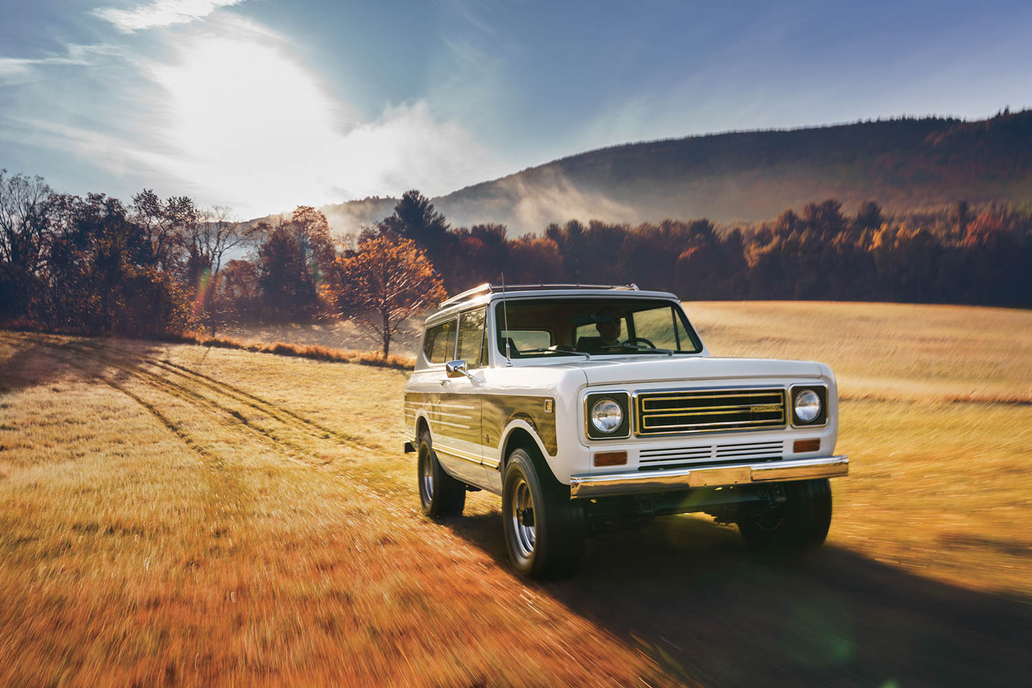 international harvester scout front three-quarter dynamic action
