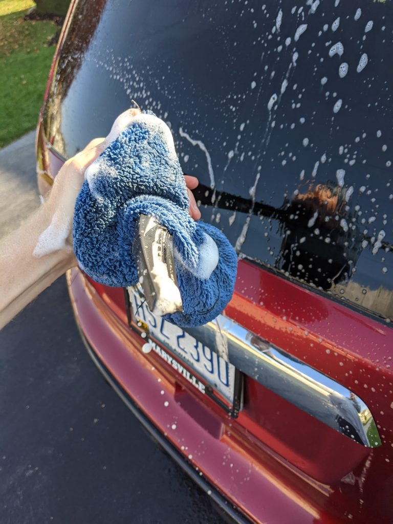 Cleaning car exterior windows