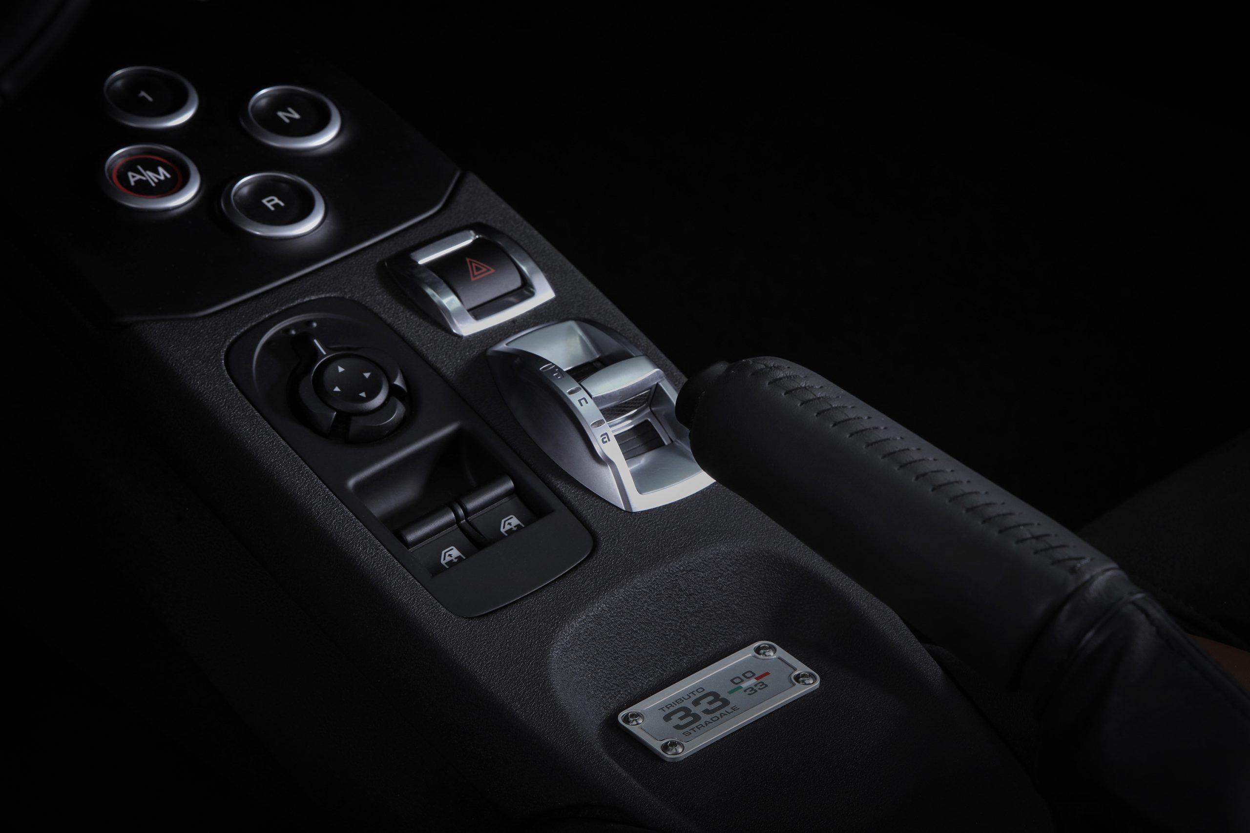2020 Alfa Romeo 4C Spider 33 Stradale Tributo center console