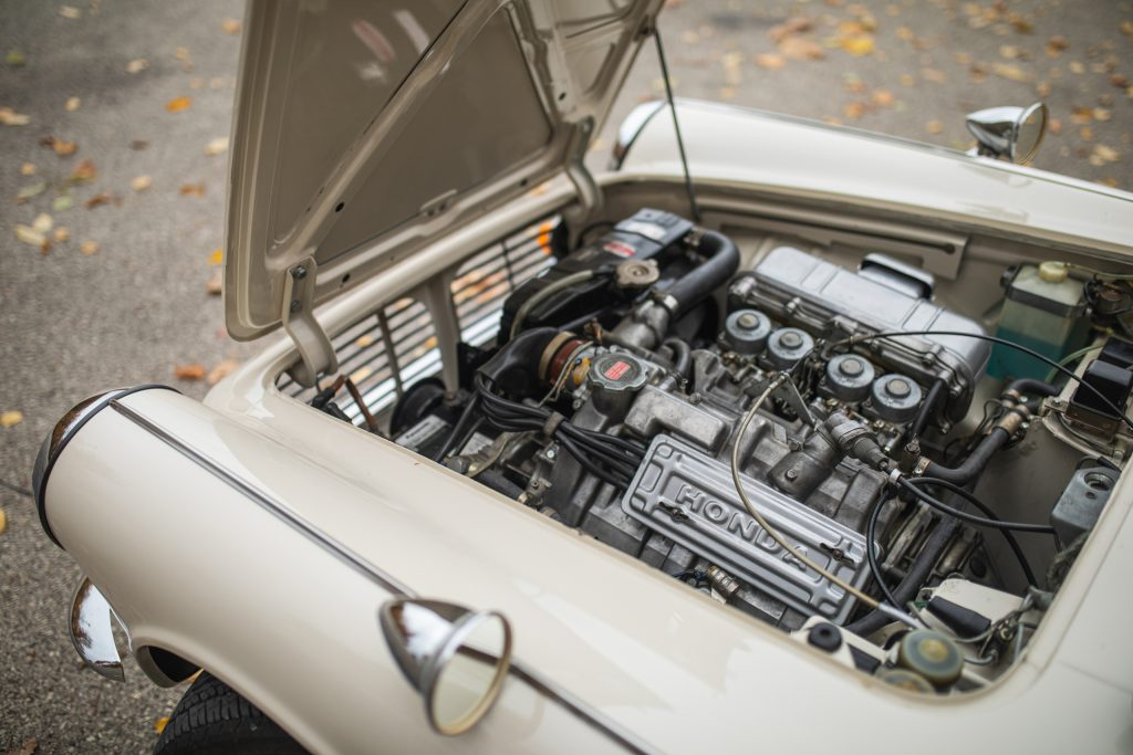 Honda S600 engine bay