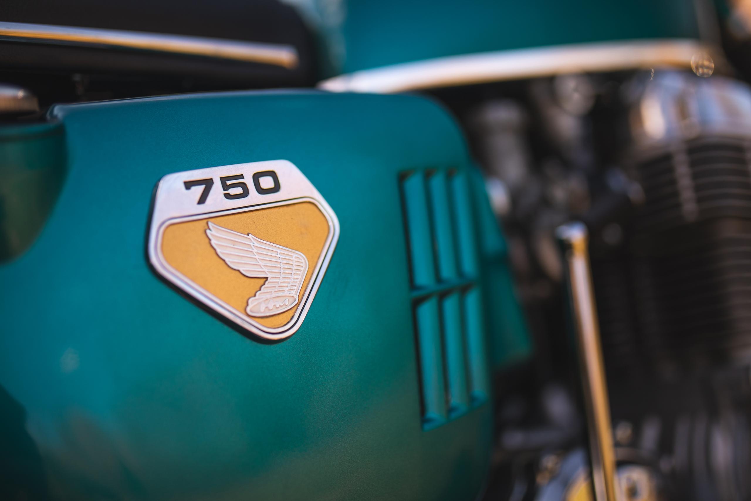 Honda CB750 badging