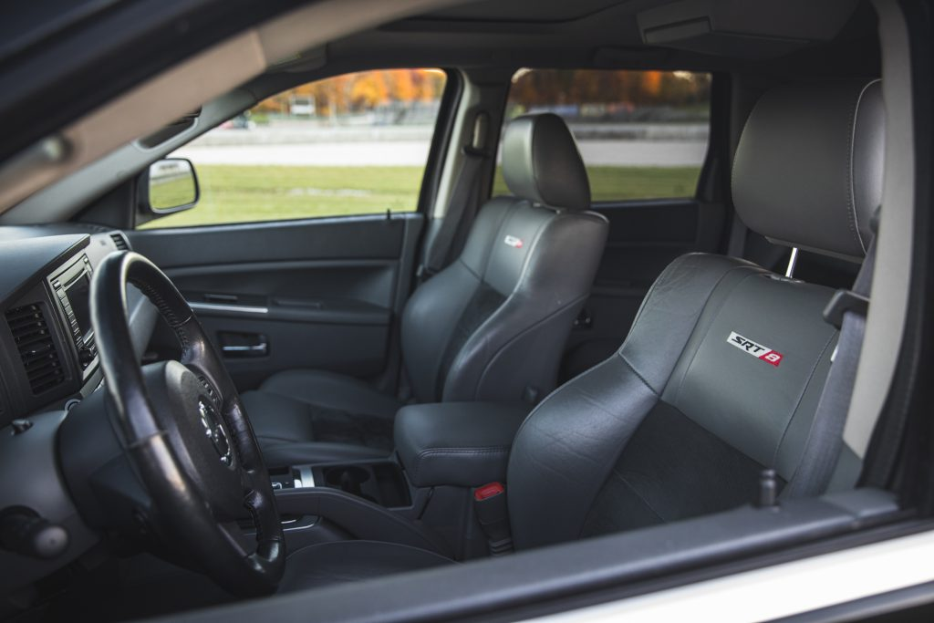 Jeep Grand Cherokee SRT8 interior front seats