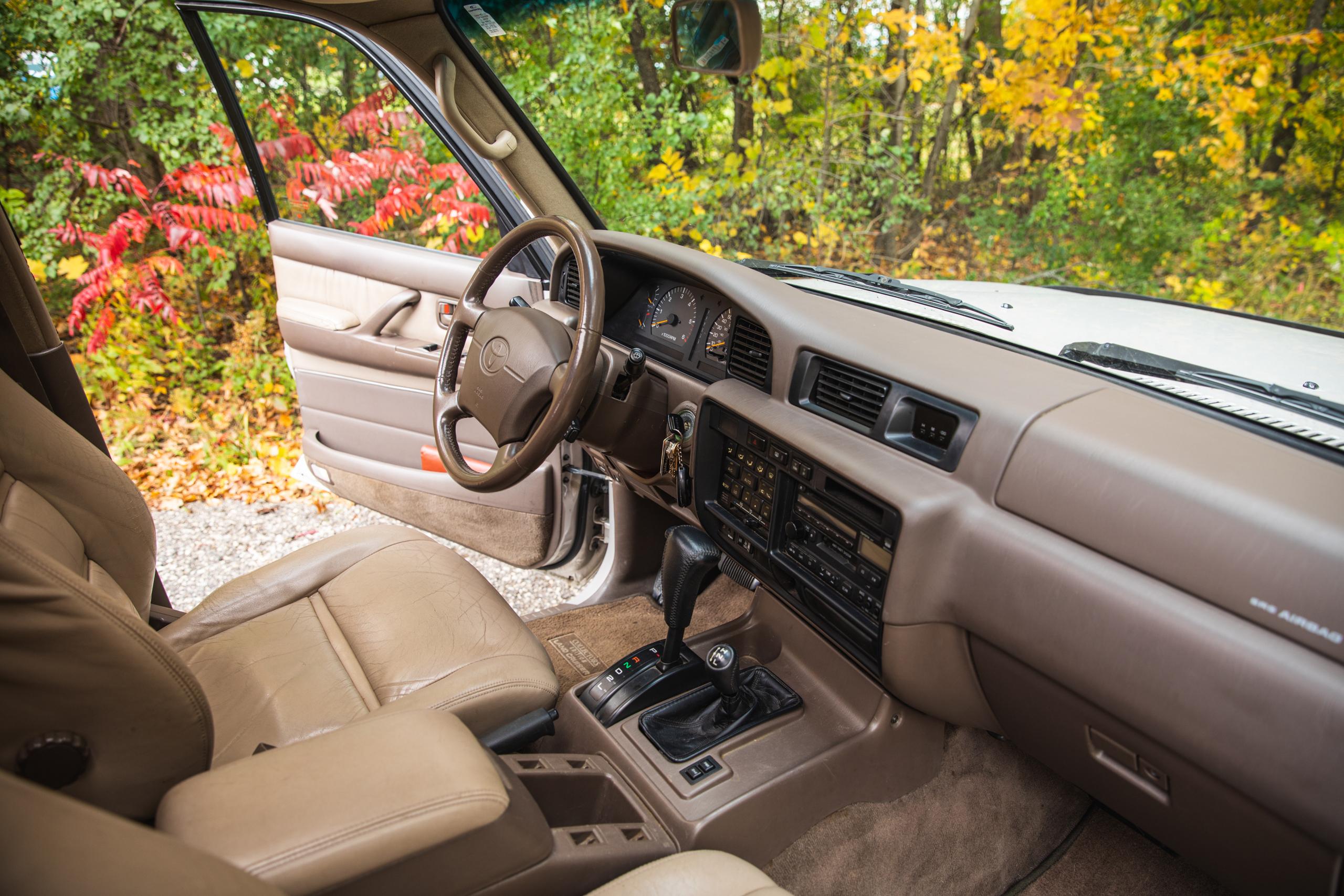 Toyota Land Cruiser FZJ80 front interior angle