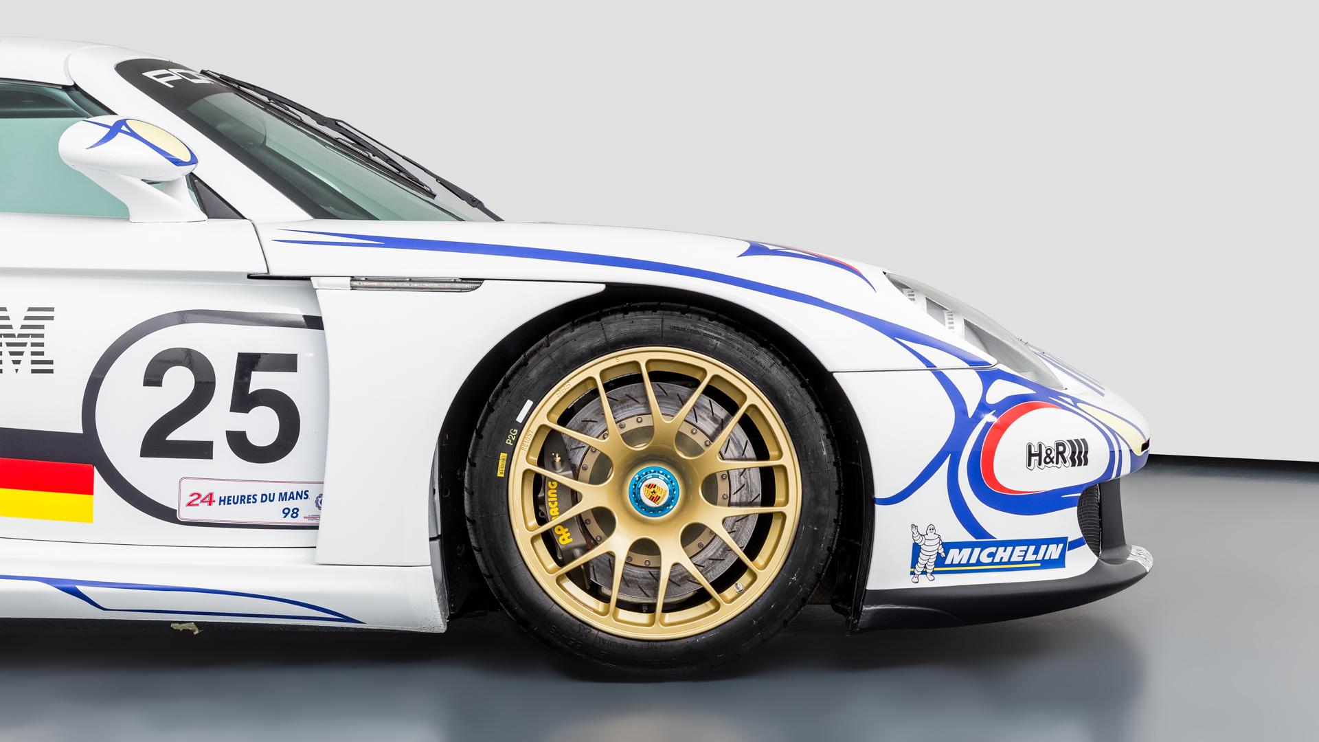 Carrera GT Racecar front quarter panel