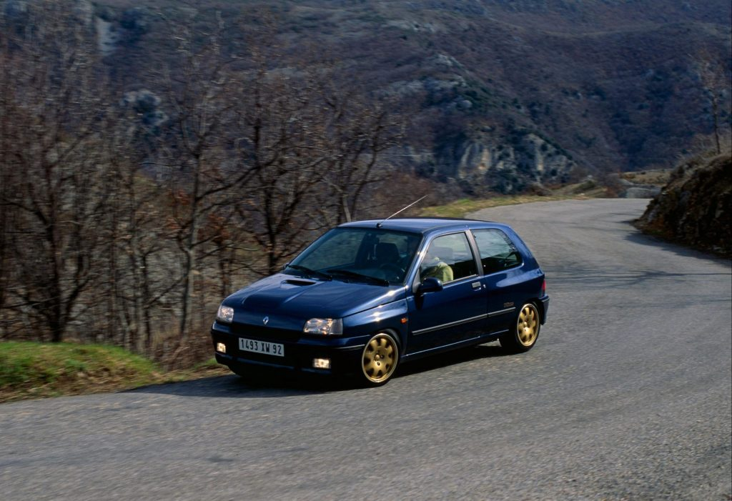 renault clio mountain road climb action