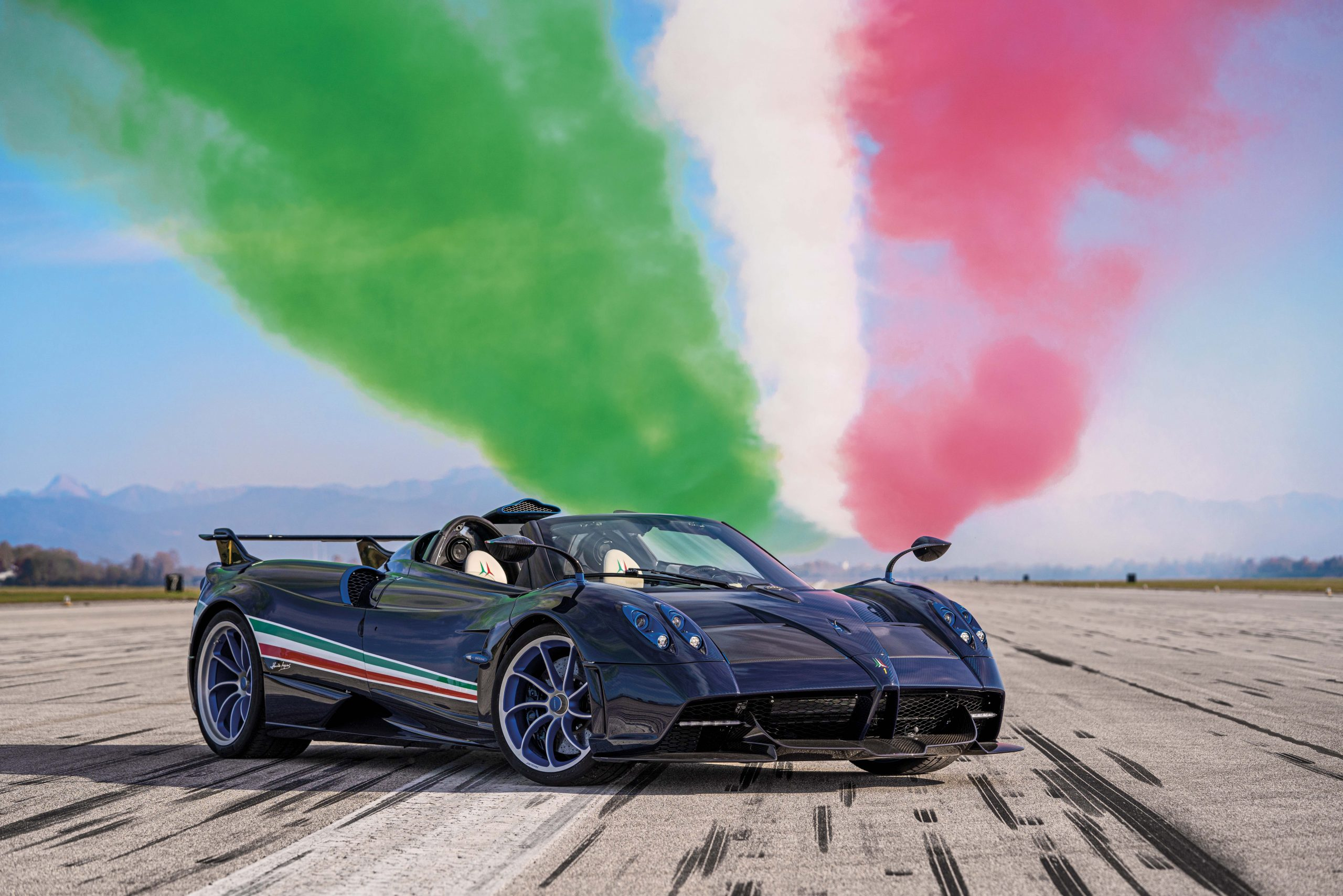 Pagani Huayra Tricolore front three-quarter green white red smoke