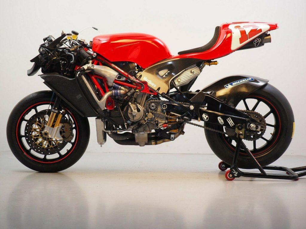 Ducati GP3 no fairing left