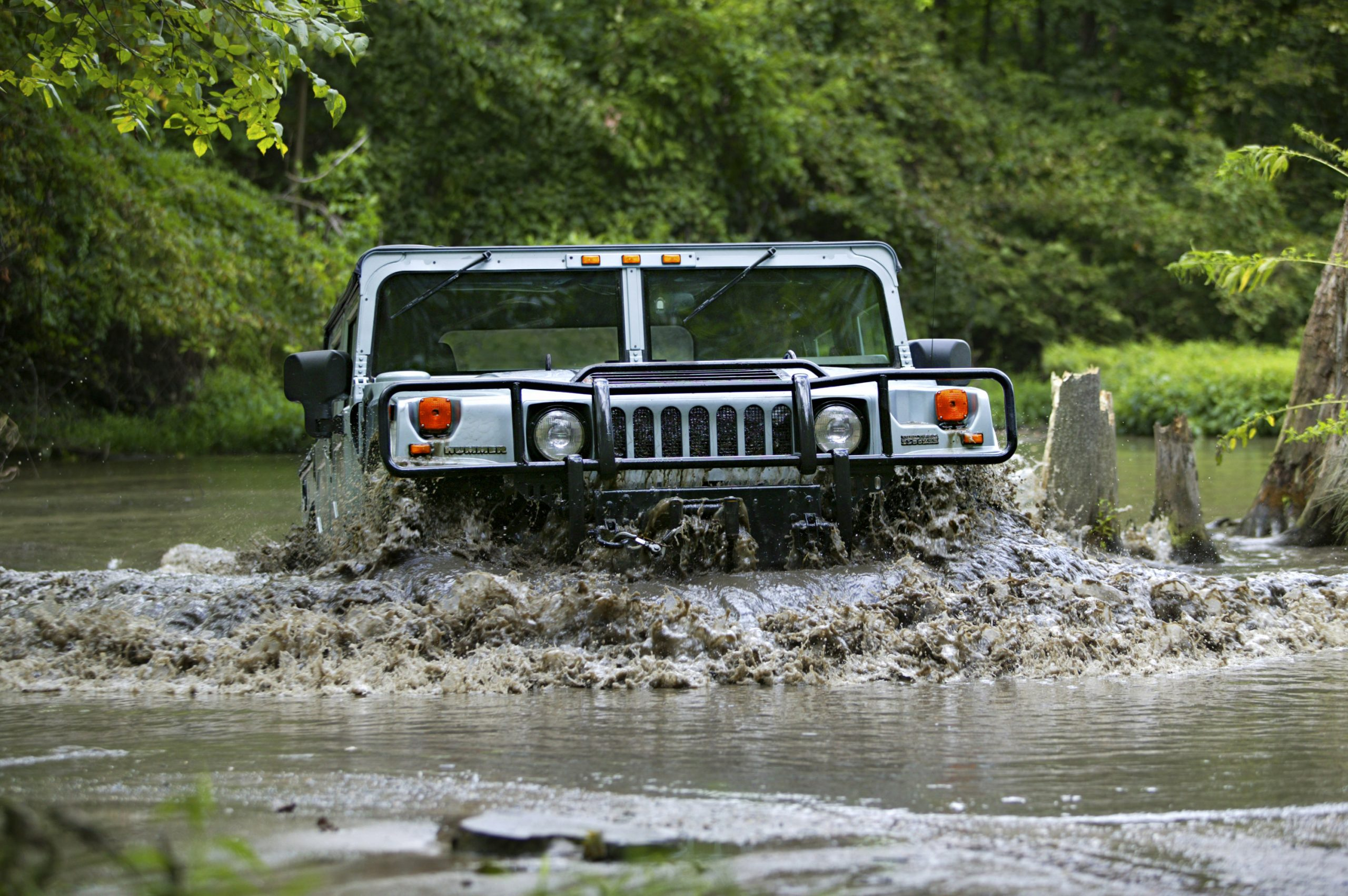 2004 HUMMER H1 front swamp water crossing