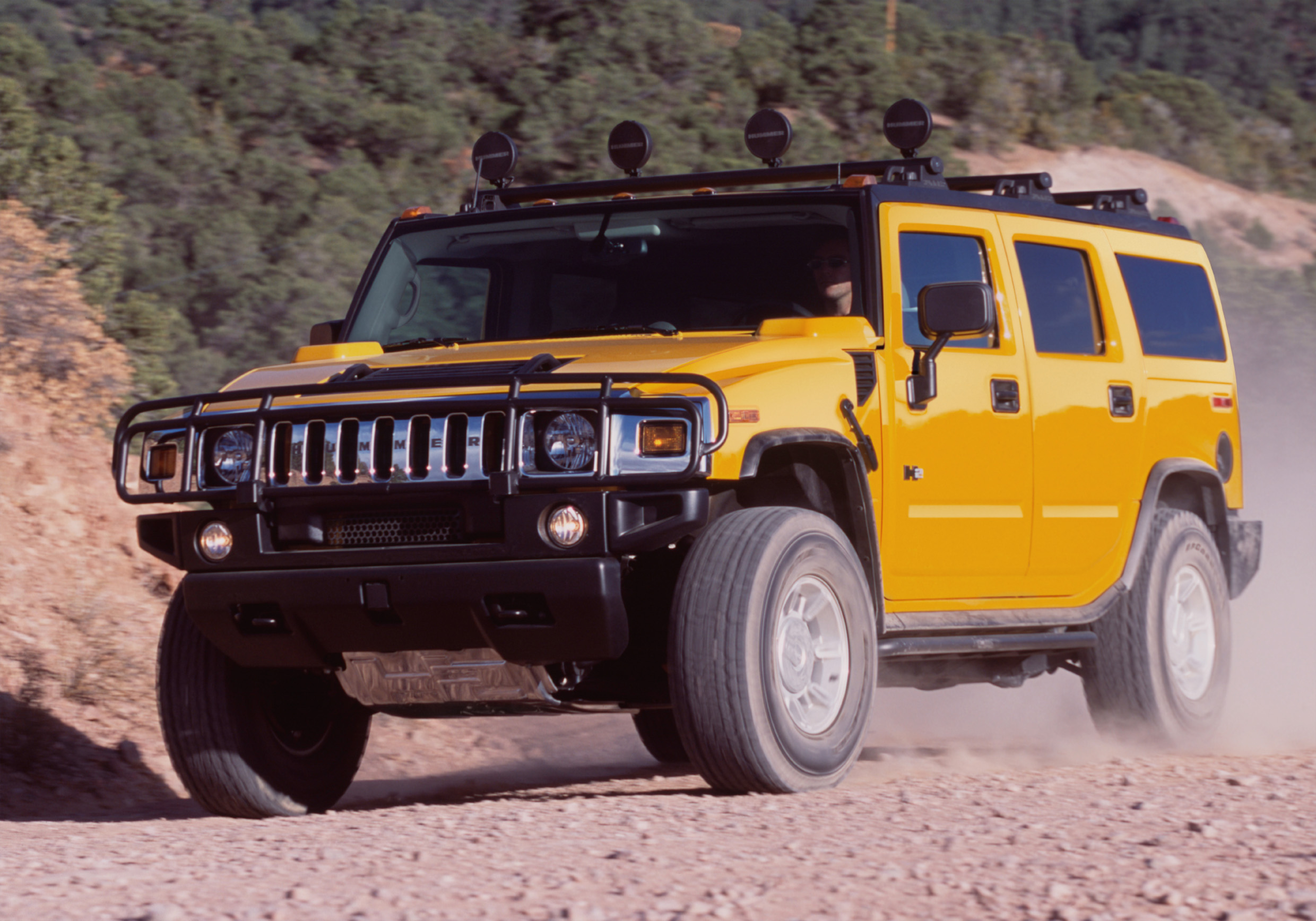 2003 Hummer H2 front three-quarter dynamic action
