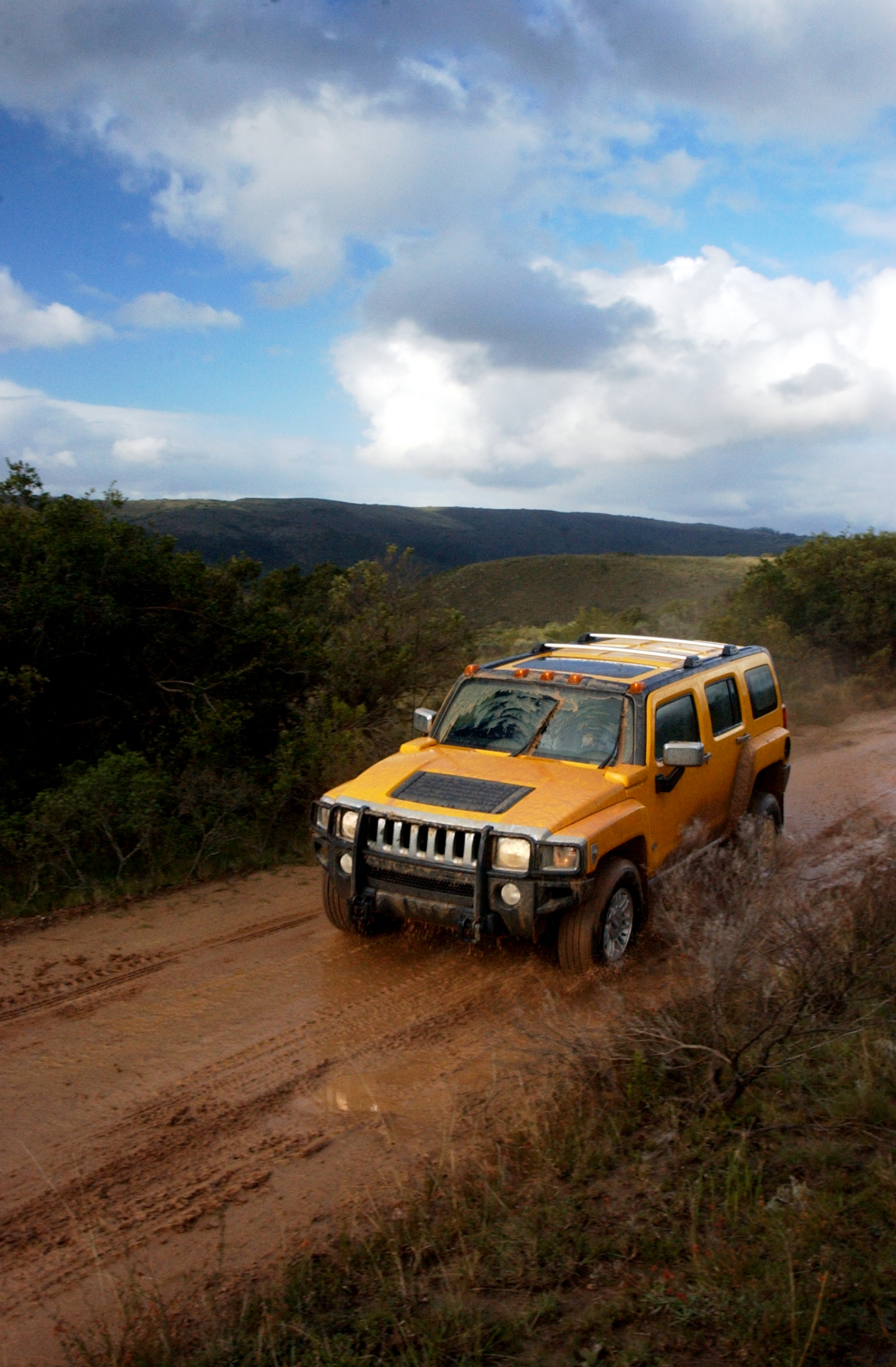2007 HUMMER H3 mud trail action