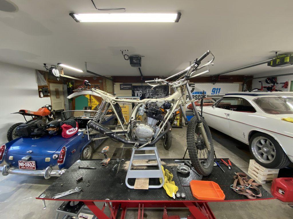 Honda SL125 torn down