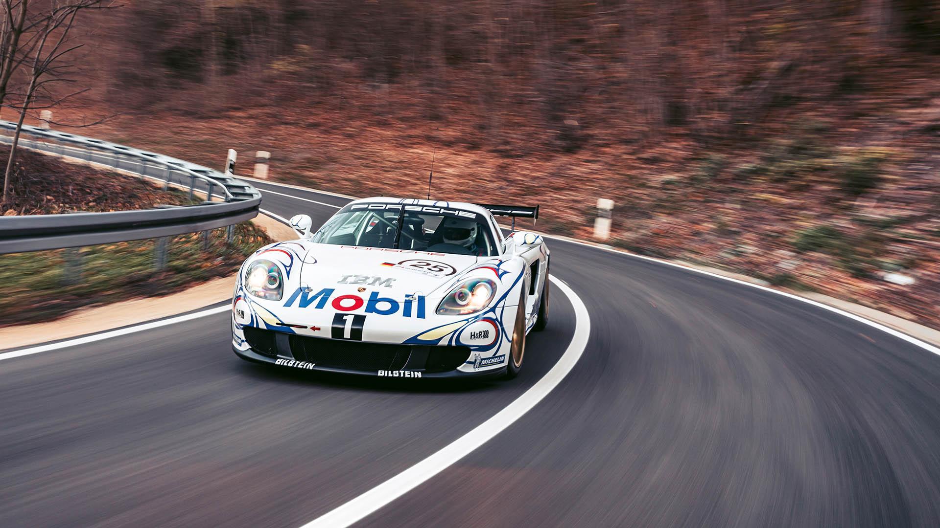 Carrera GT Racecar front three-quarter cornering dynamic action
