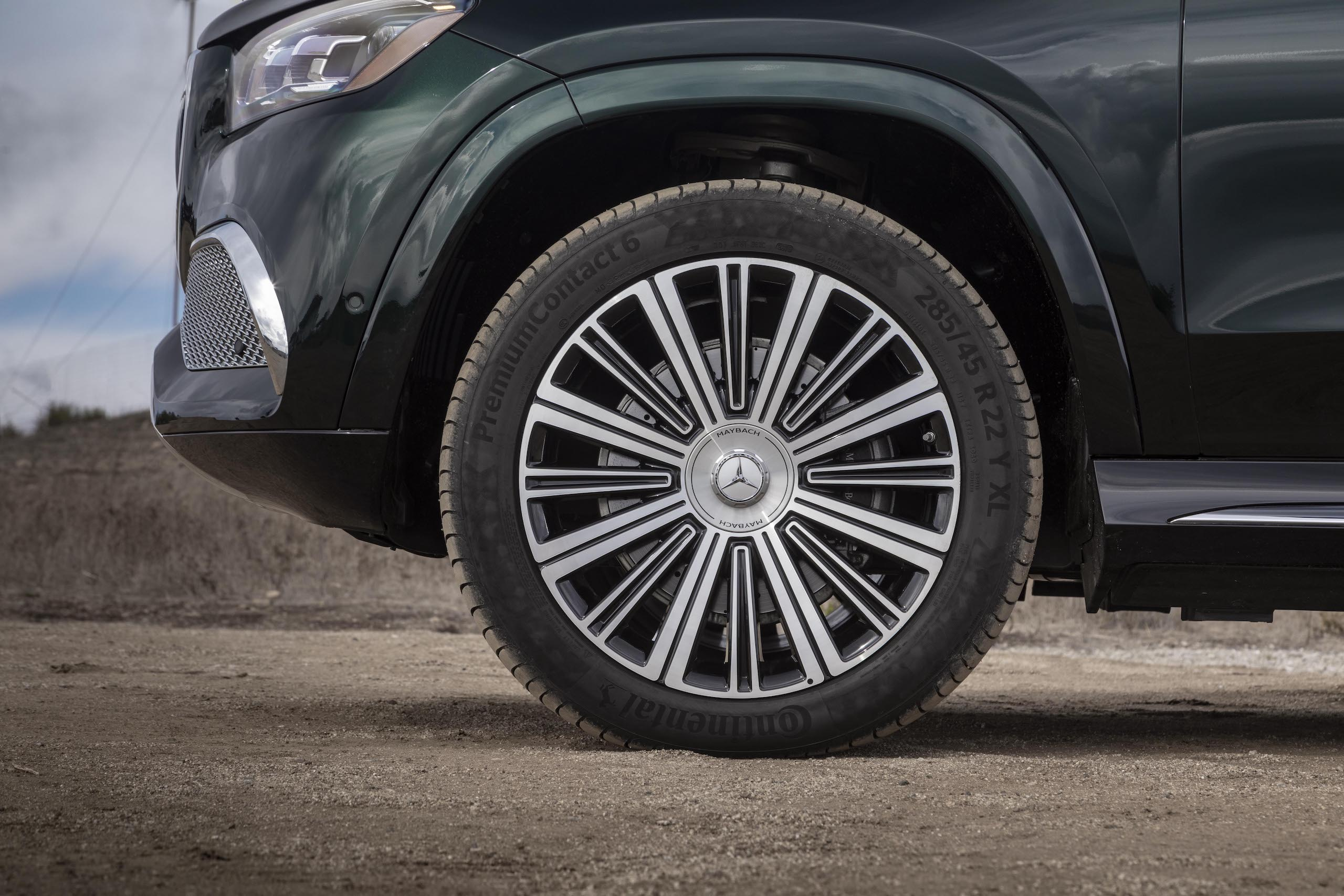Mercedes-Maybach GLS 600 front wheel and tire