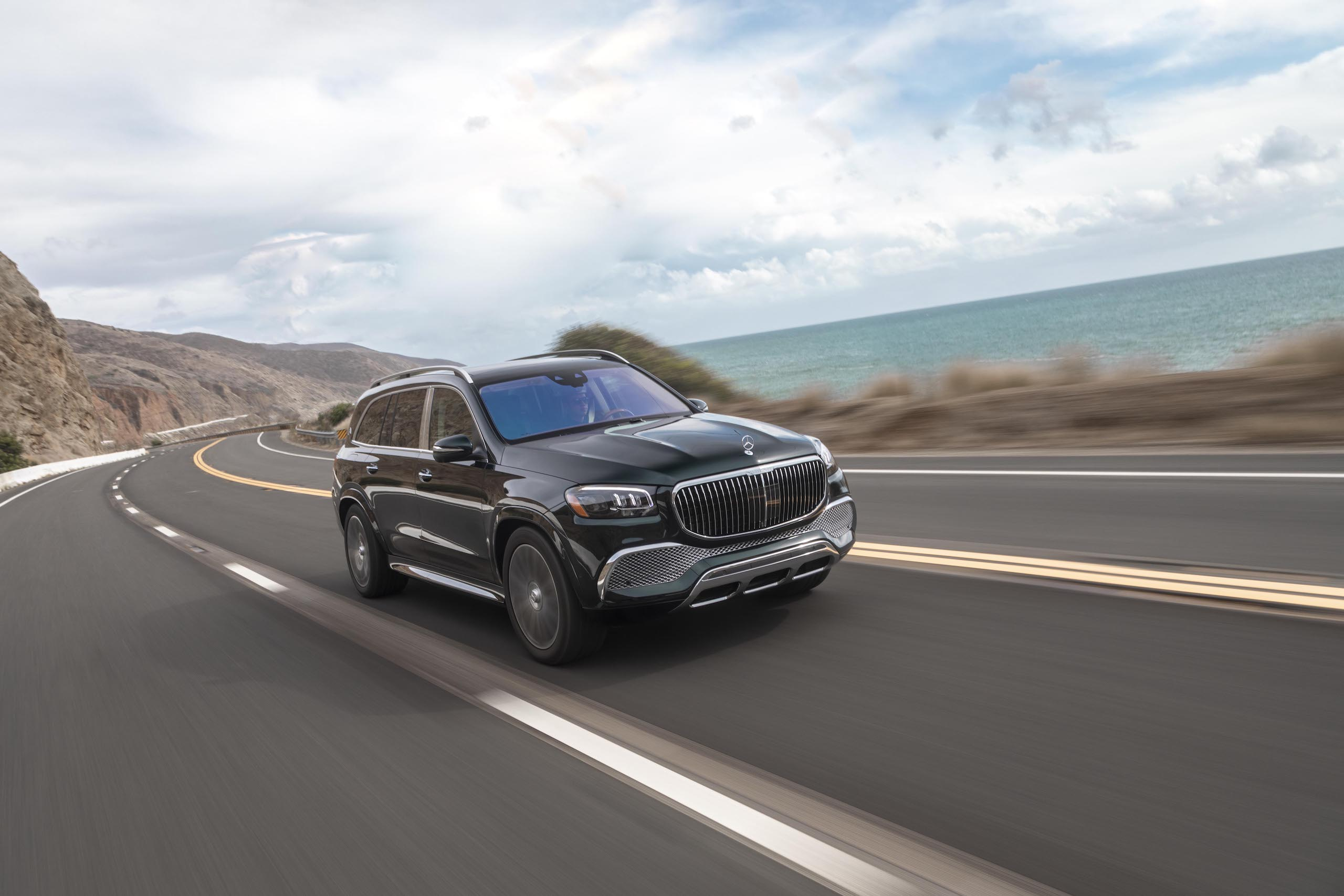 Mercedes-Maybach GLS 600 front three-quarter dynamic action