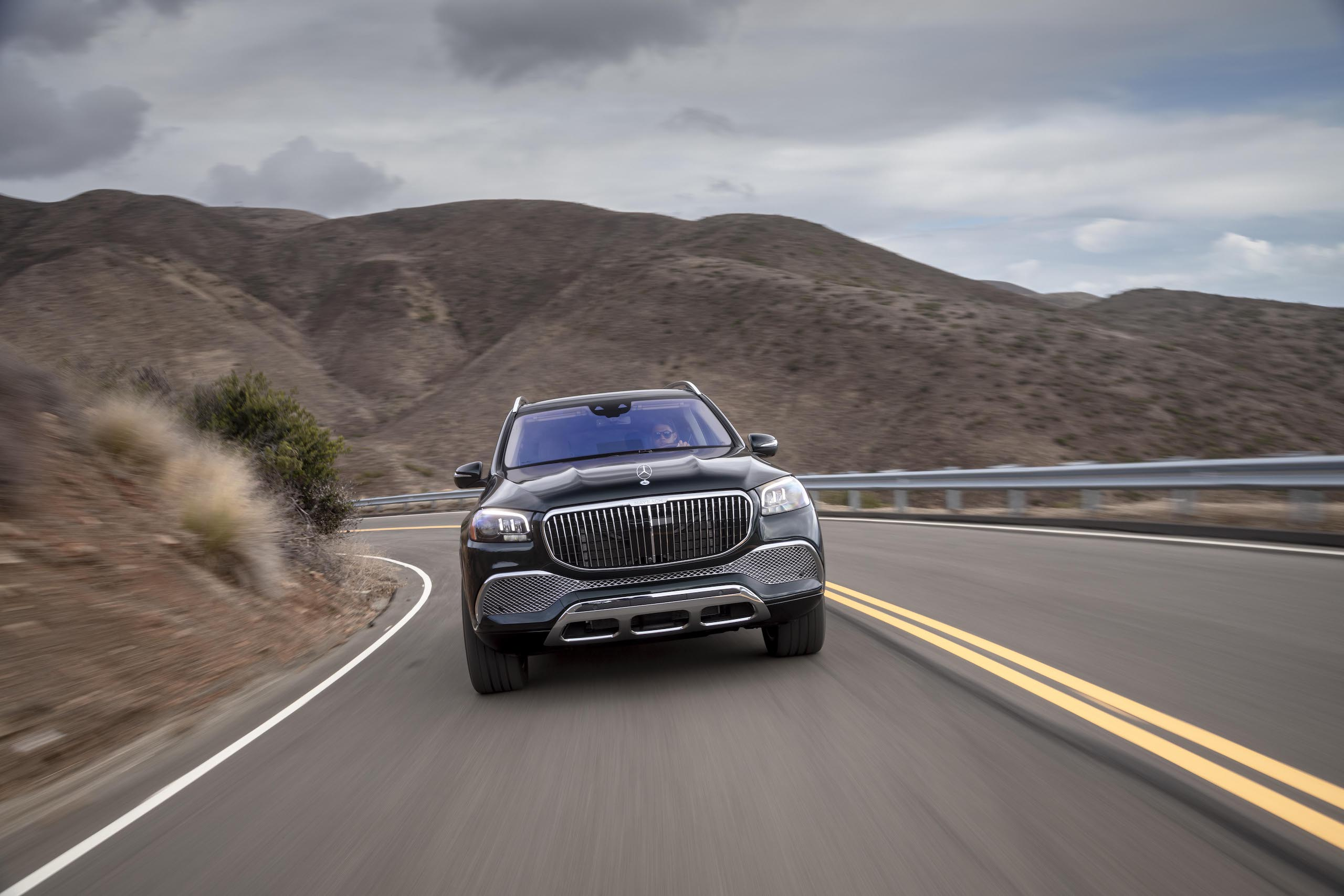 Mercedes-Maybach GLS 600 front dynamic action