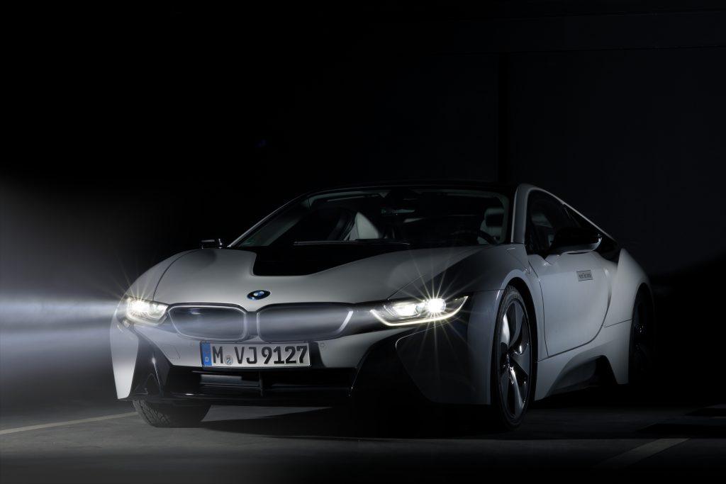 BMW i8 front three-quarter