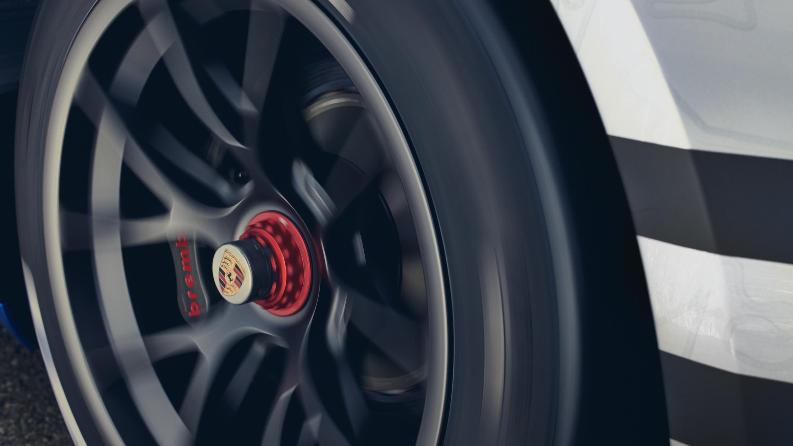 Porsche 911 GT3 wheel hub action detail