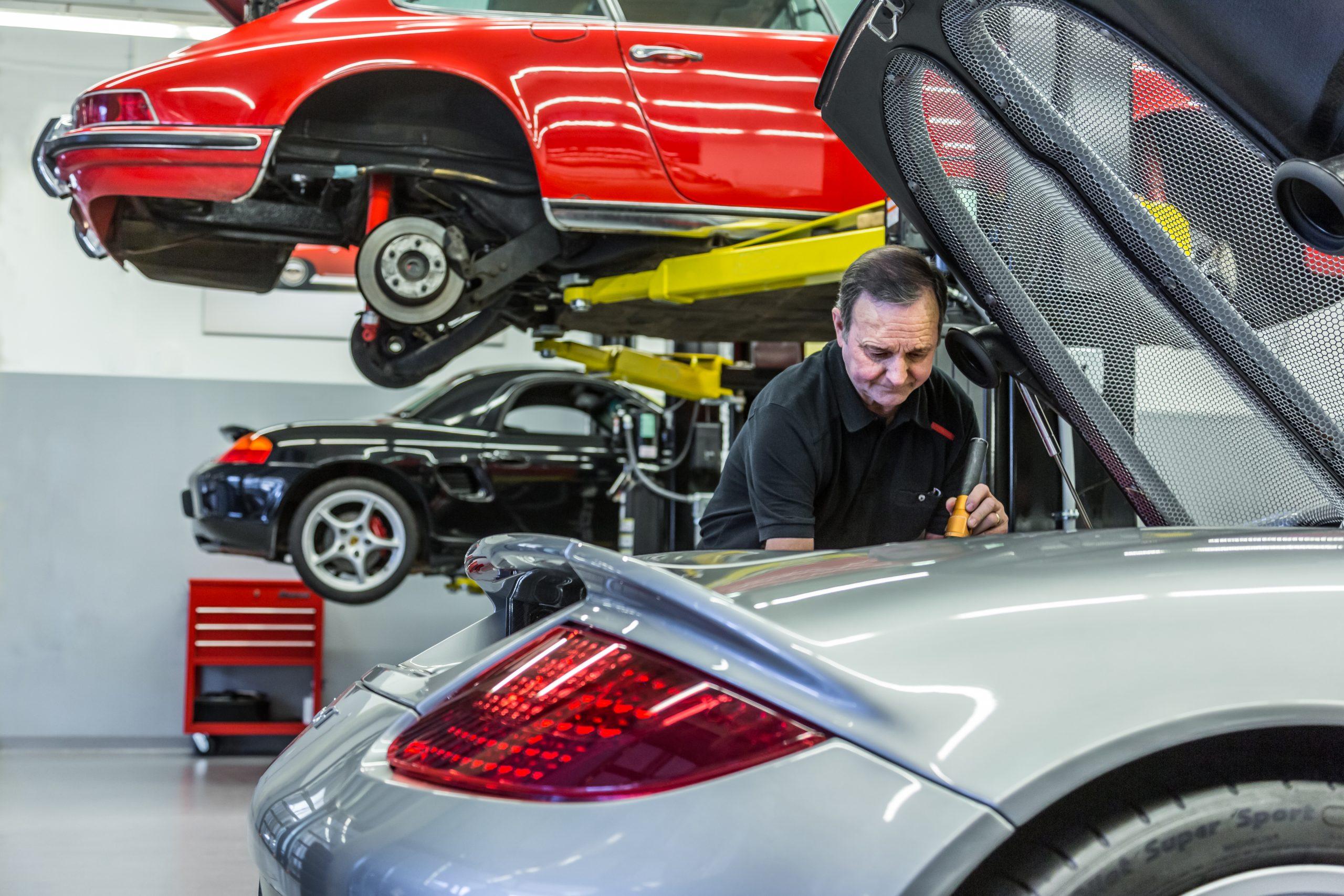 Porsche Carrera GT mechanic at work