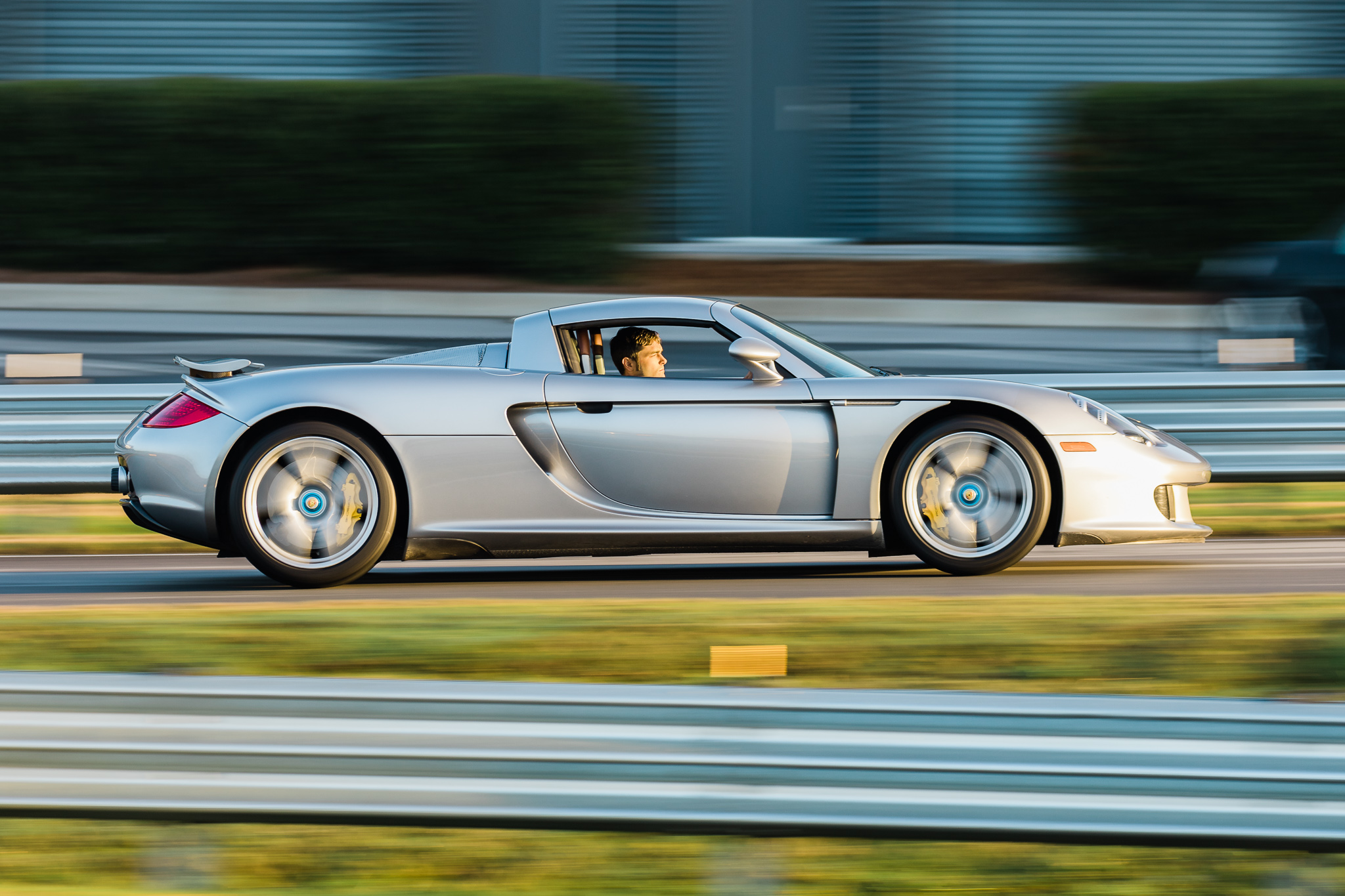 Porsche Carrera GT side profile dynamic action
