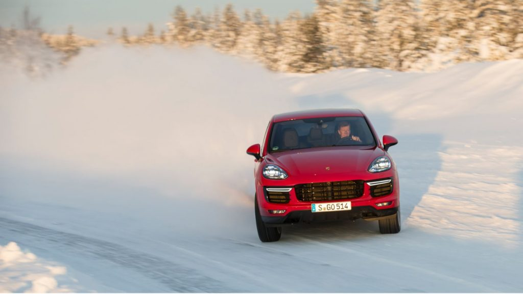 Porsche Cayenne snow