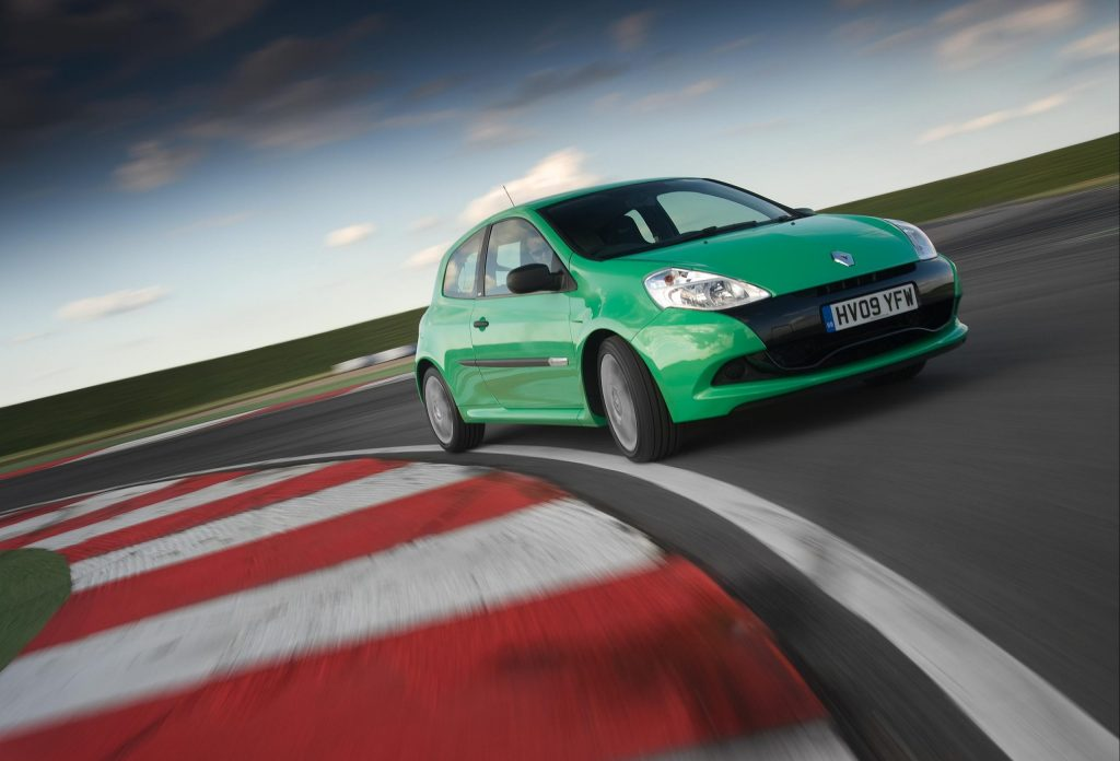 Renault Clio RS 200 front three-quarter cornering action