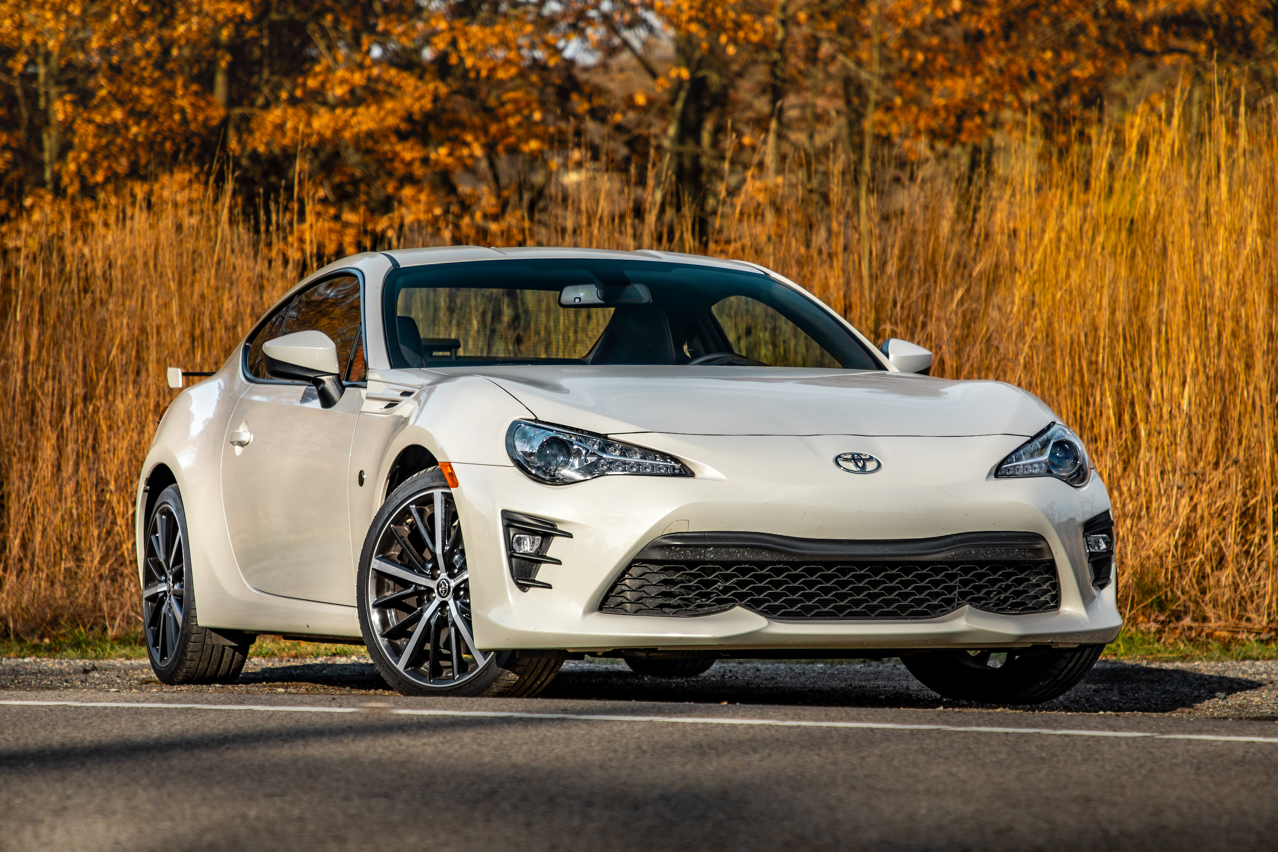 2020 Toyota 86 GT front three-quarter