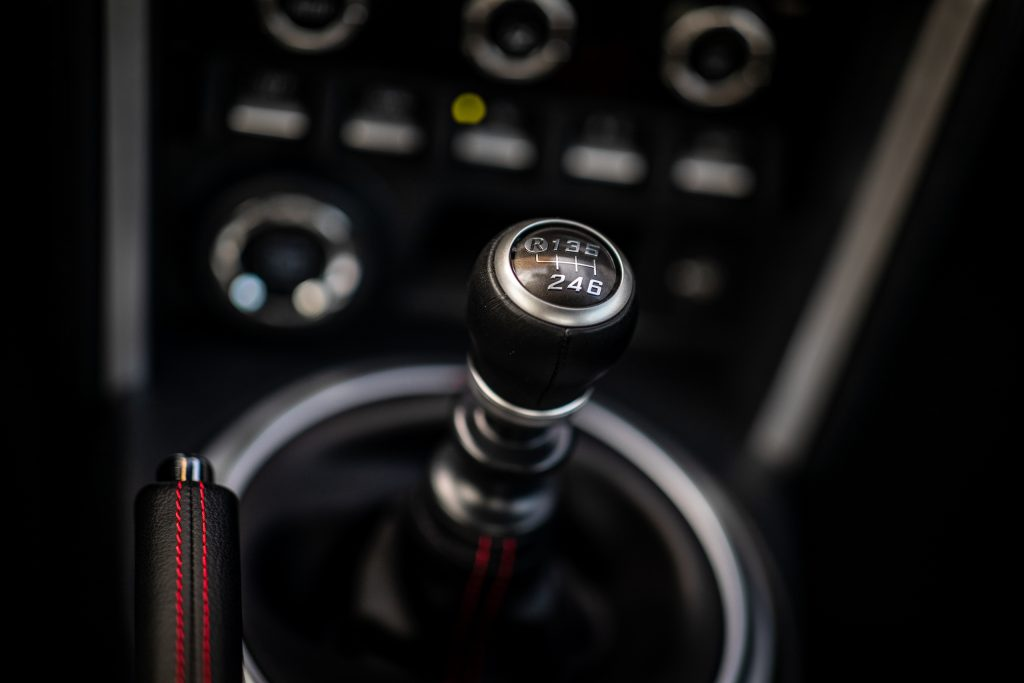 2020 Toyota 86 GT interior six speed shifter detail