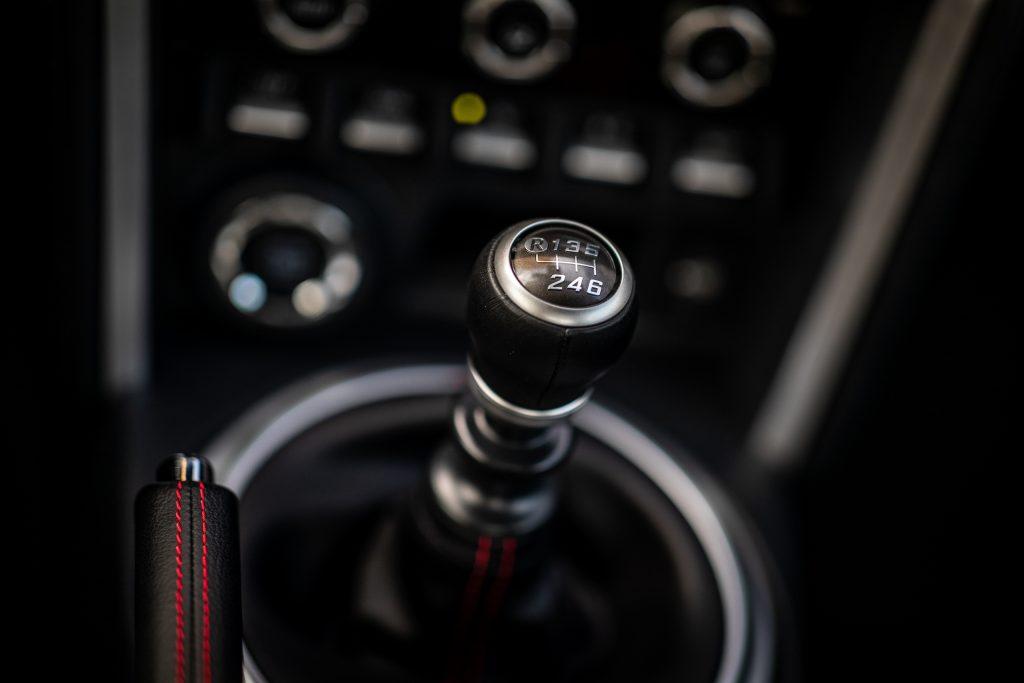 2020 Toyota 86 GT interior six speed shifter detail