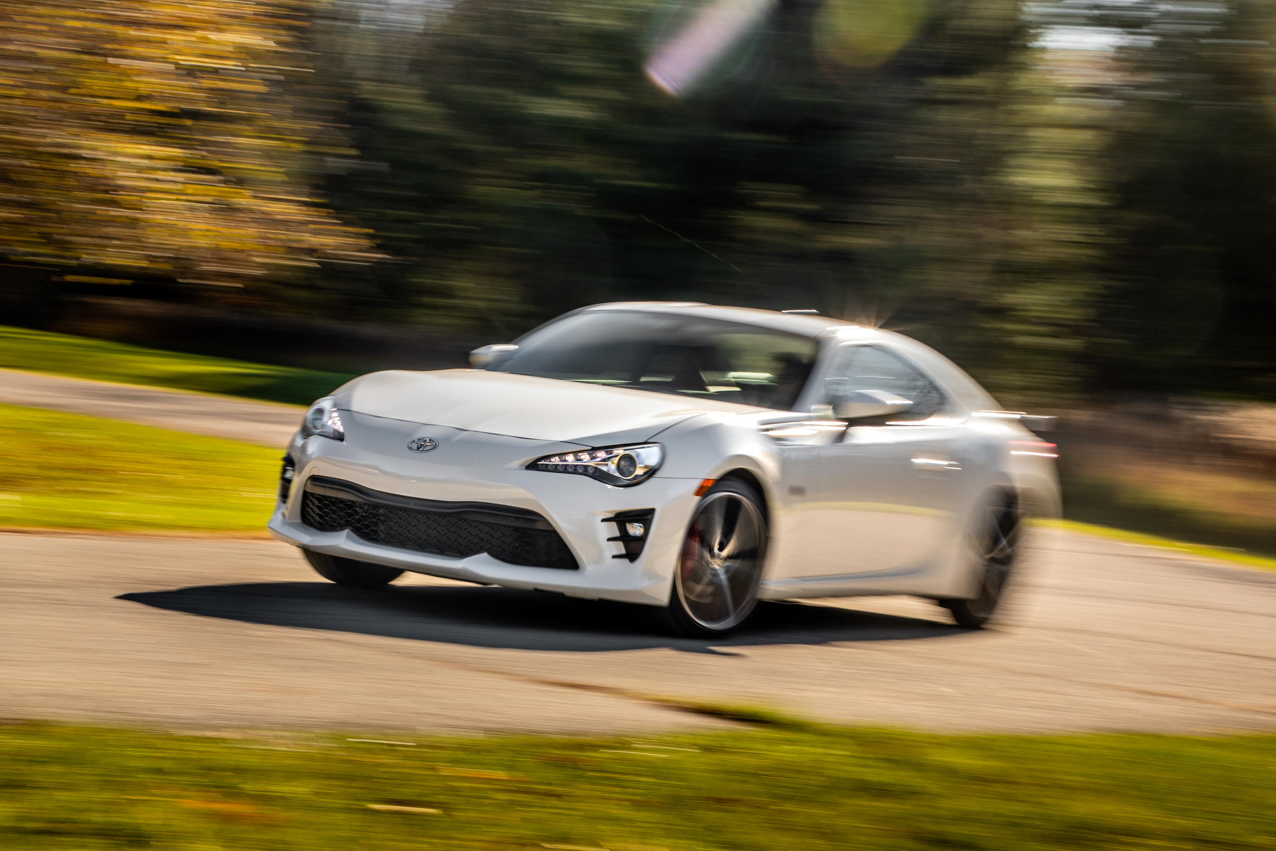 2020 Toyota 86 GT front three-quarter dynamic action