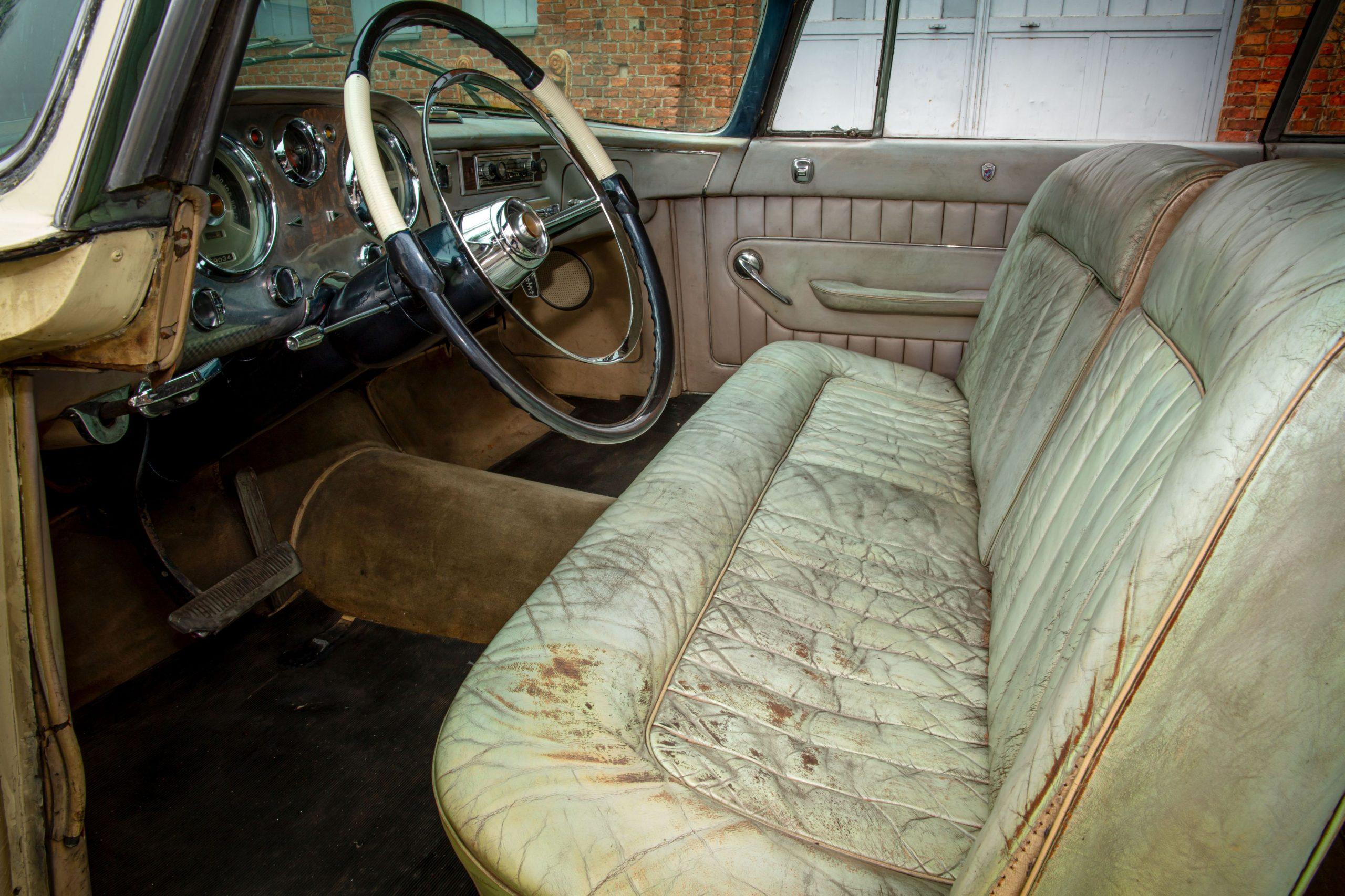 Chrysler ST Special coupe par Ghia interior vintage worn